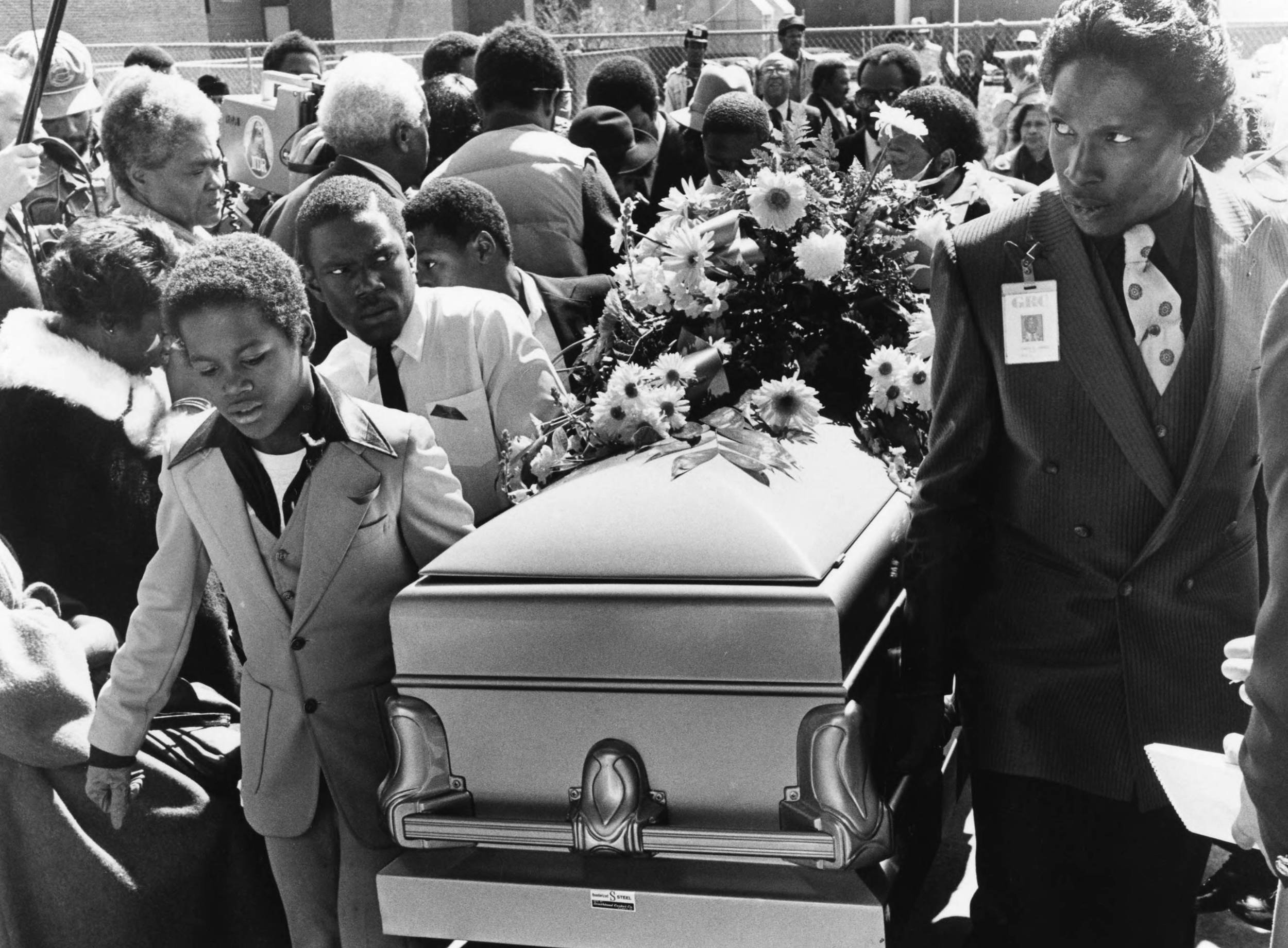 Funeral service for Curtis Walker.  Photograph by Bill Mahan (1981) Atlanta Journal-Constitution Photographic Archives. Special Collections and Archives, Georgia State University Library.