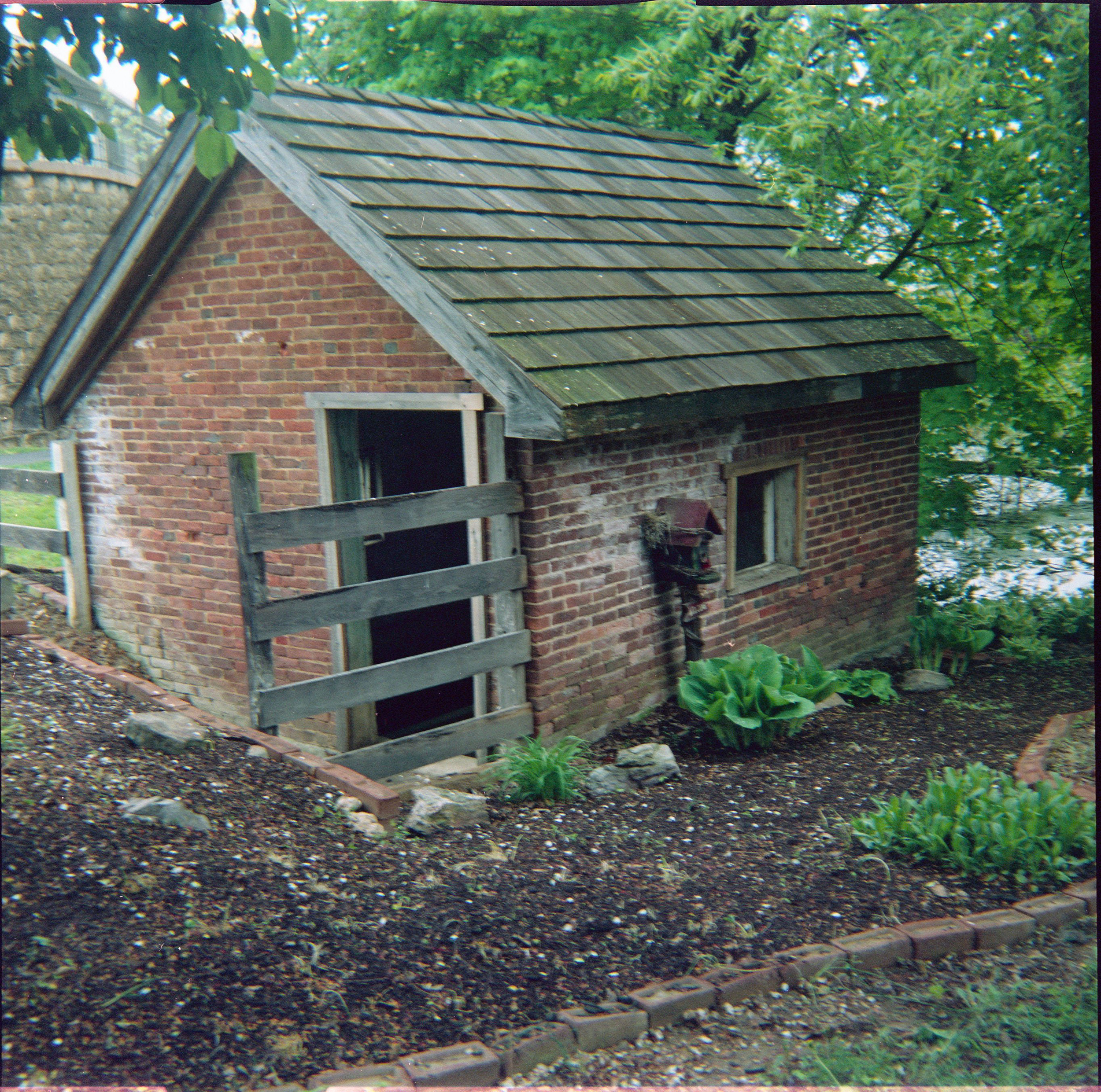 springhouse_from_path.jpg