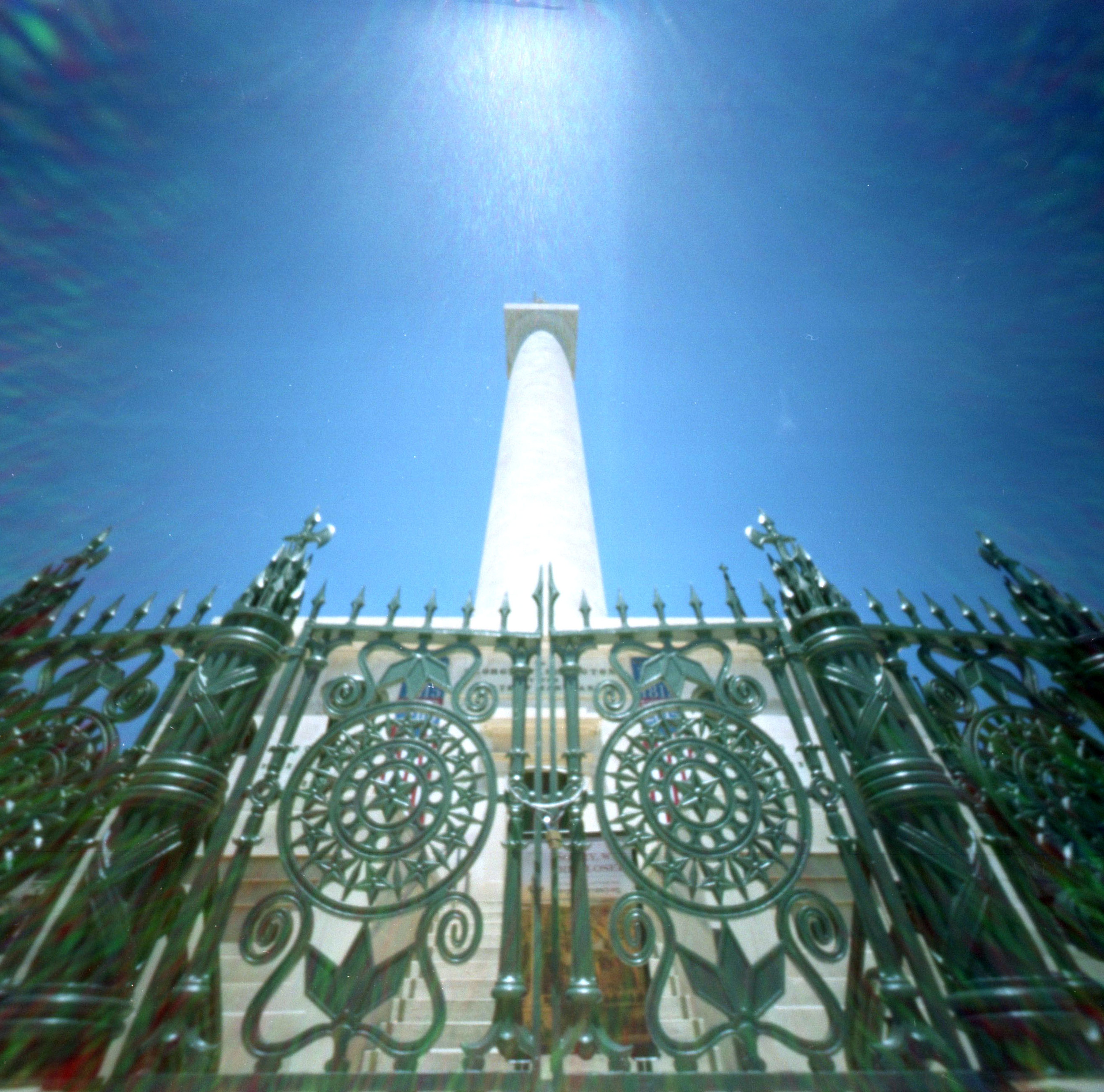 monument_behind_gate.jpg