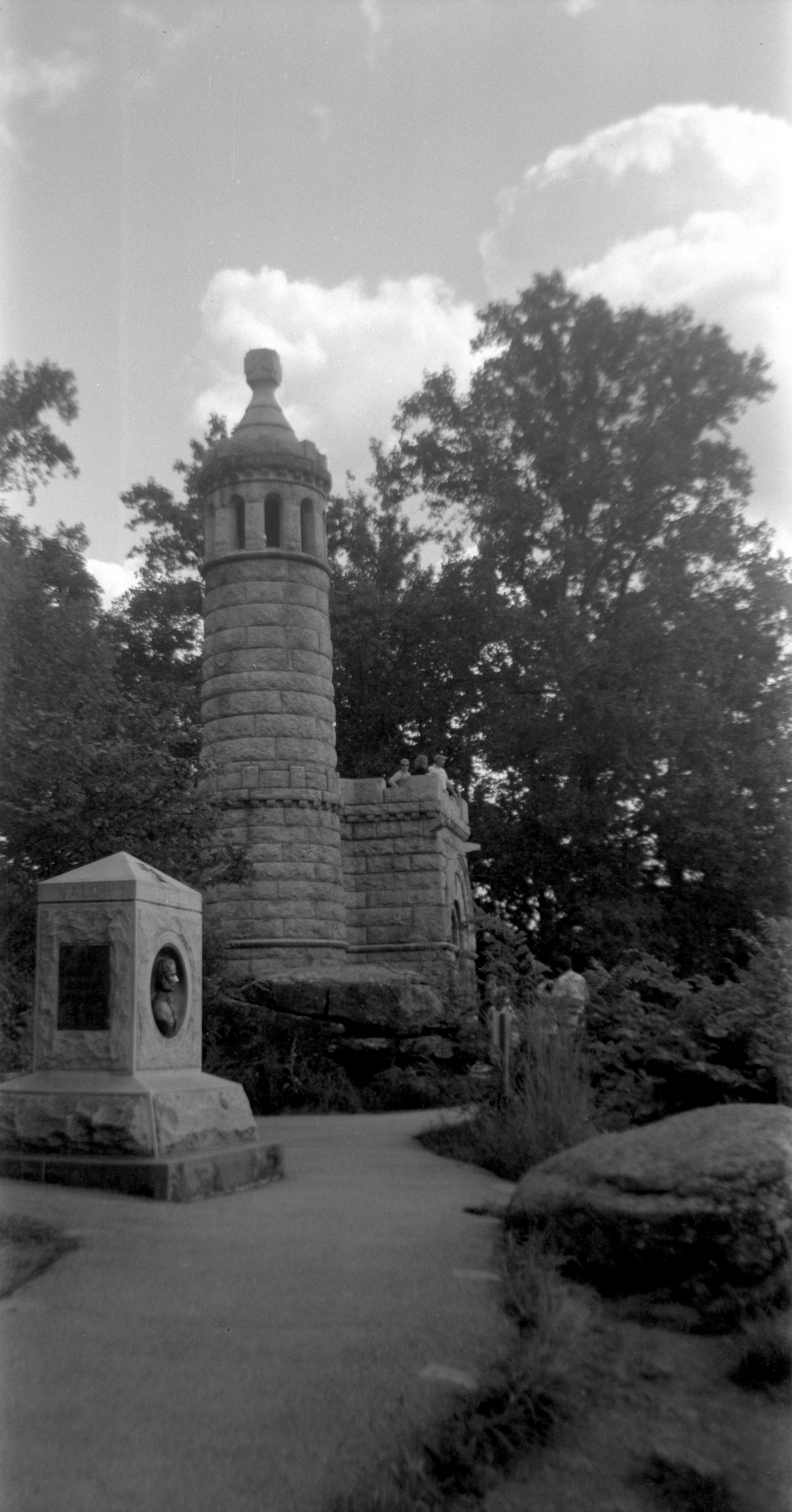 gettysburg_castle_monument.jpg