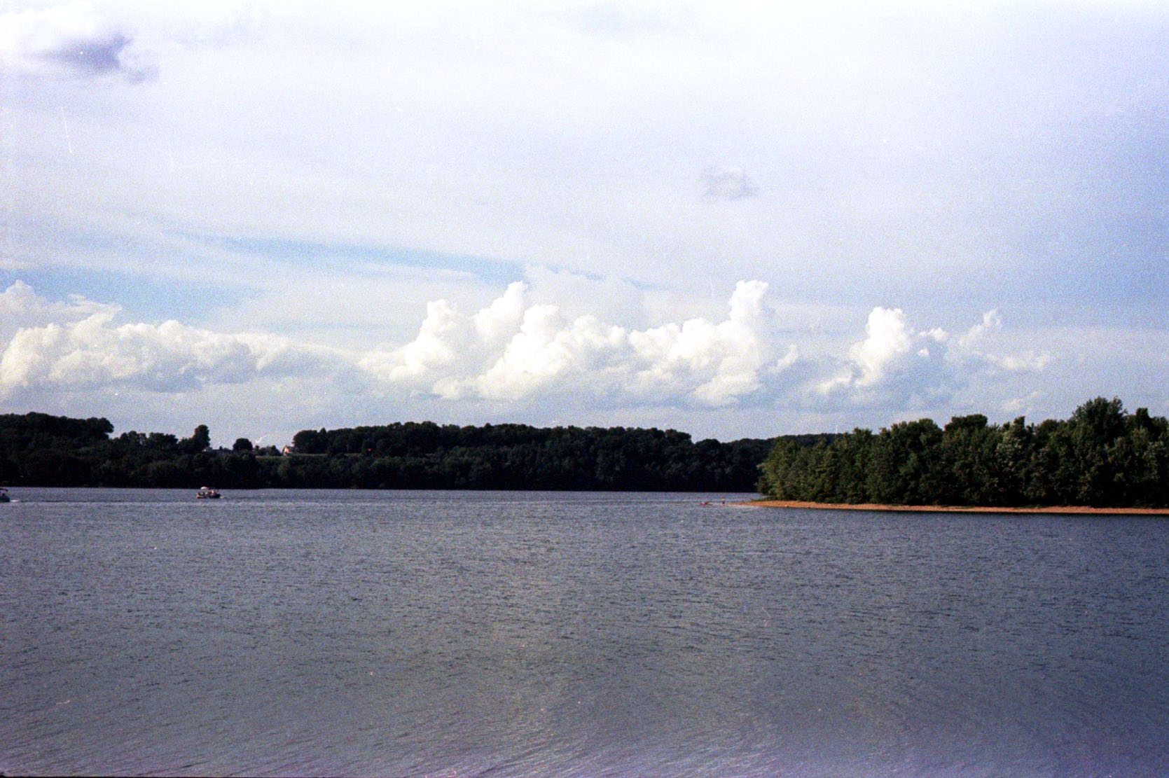 clouds_over_lake_marburg_28486265533_o.jpg