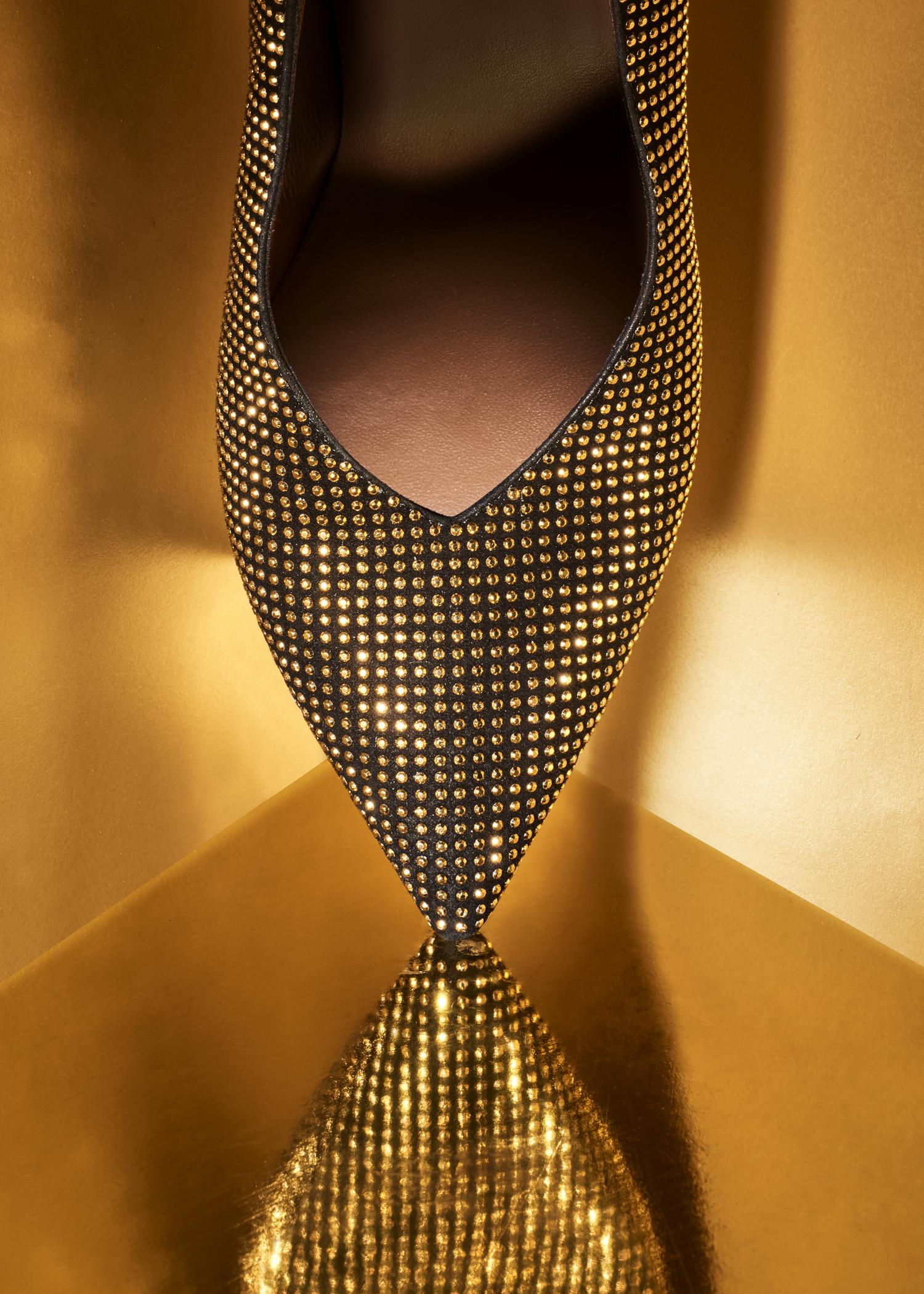 Gold Shoe v1.jpg