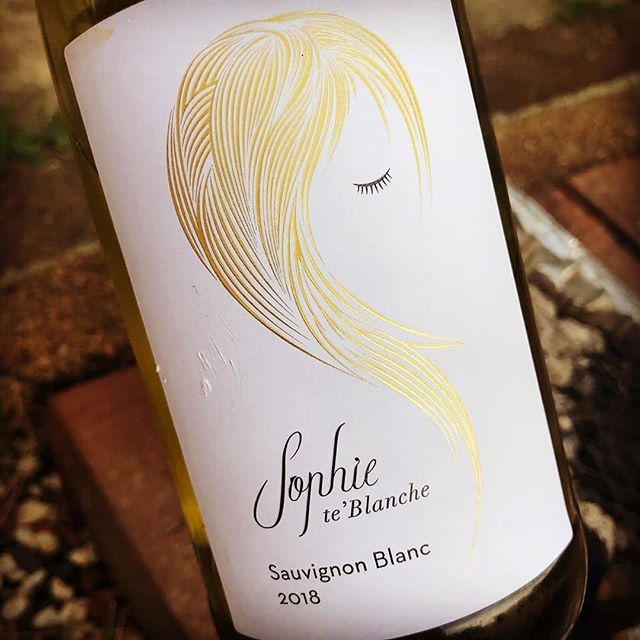 Perfect whatever the weather .. just add friends #HappyDays  #SophieSays  #Repost @hermitagecellar(@repost_via_instant)Named after the most famous woman to never exist..... @ionawines Sophie te'Blanche #sauvignonblanc 18 - whatever the story it totally over delivers on value & it's just about a perfect bottle of white for maybe the last #braai of the season.....🔥