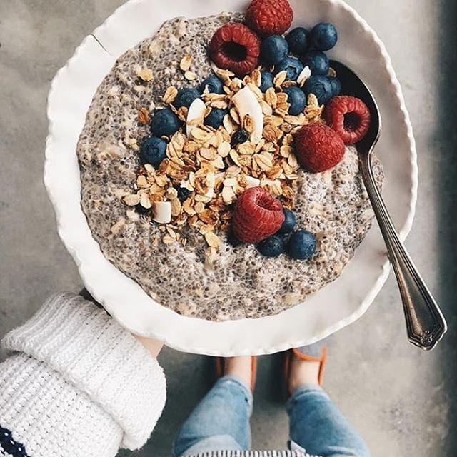 Les charentaises ou vos alliées du petit-déjeuner, ou des #breakfastfordinner comme Julie de @oatbox. Thank you @jzyromski for the nice picture!
