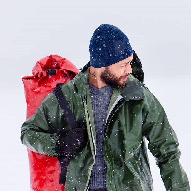 Le ciré Rosbras @guy_cotten est le must have pour vos excursions au grand air. Et avec le sac waterproof, c'est encore mieux !!