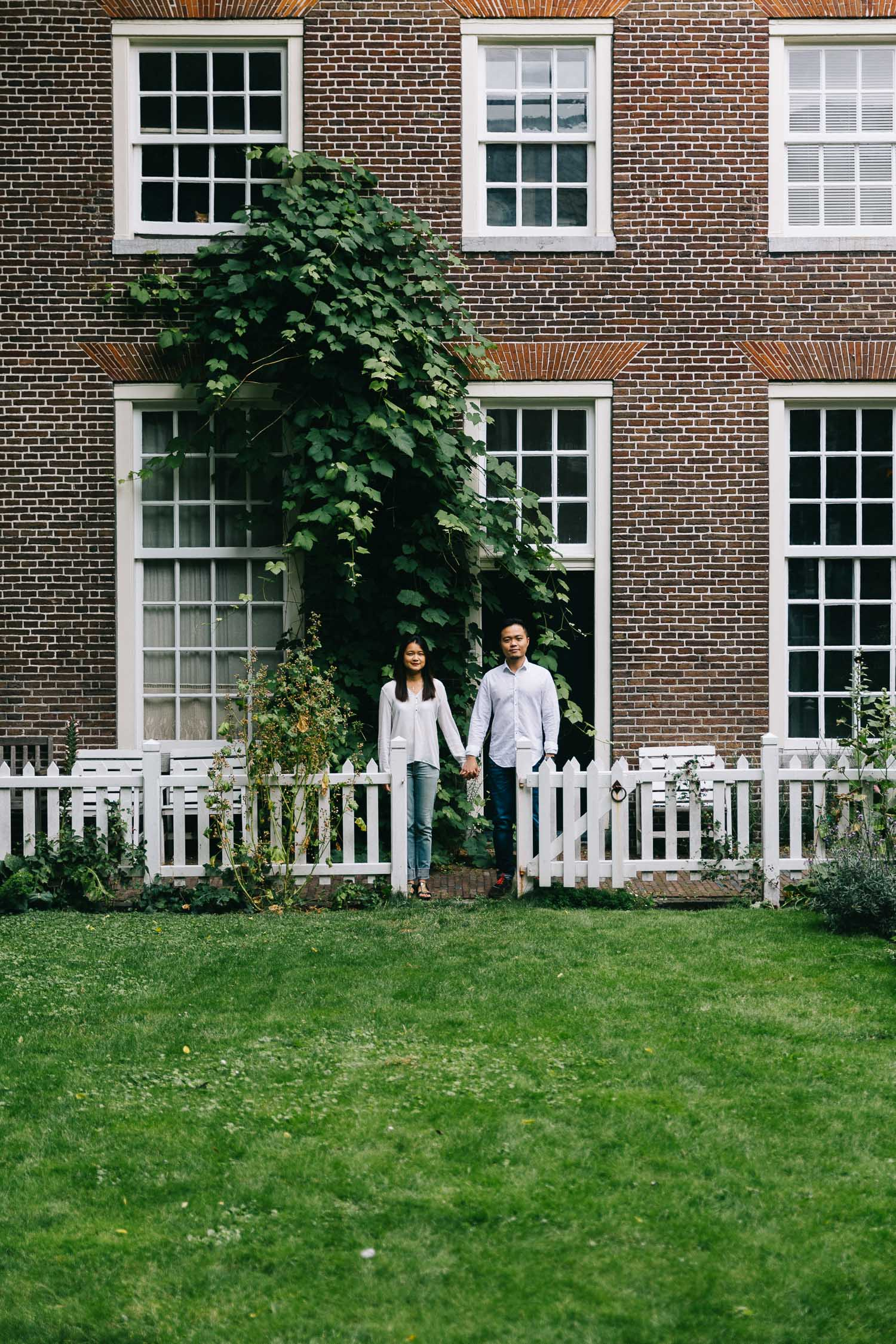 Love-shoot-engagement-Jordaan-Debbie-and-Robin-by-On-a-hazy-morning-Amsterdam-2.jpg