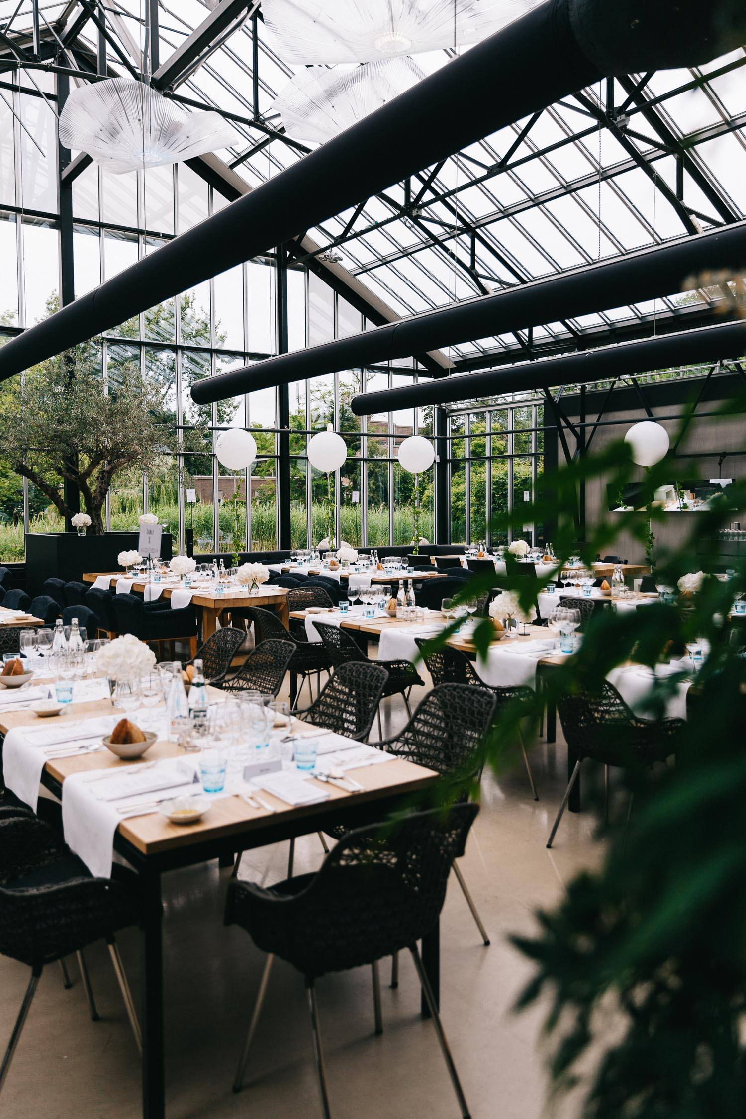 Urban-green-greenhouse-wedding-Ilina-and-james-restaurant-De-Kas-Amsterdam-by-On-a-hazy-morning-92.jpg