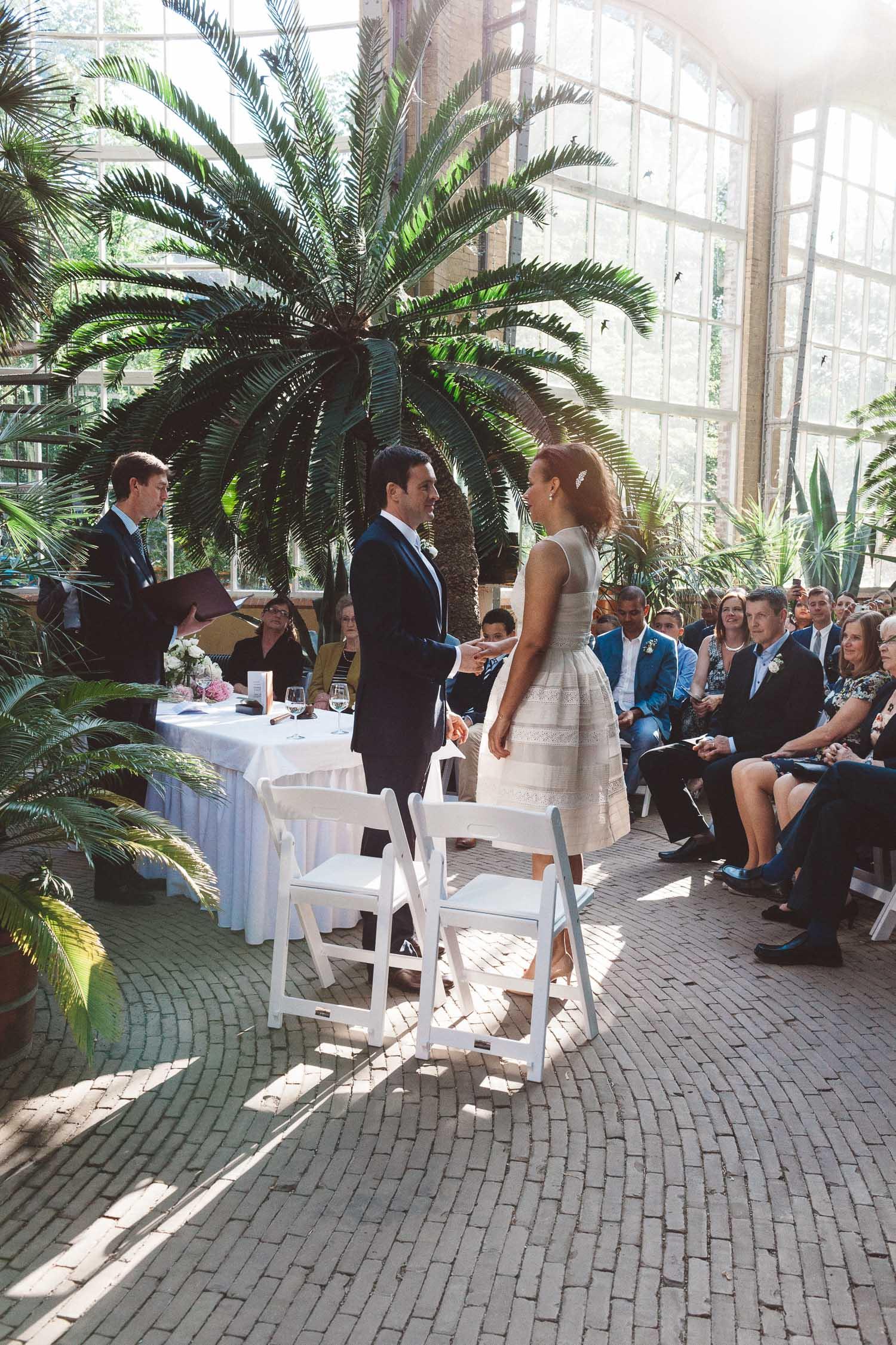 Wedding-photography-trouwfotografie-huwelijksfotograaf-Hortus-Botanicus-Amsterdam-On-a-hazy-morning-15.jpg