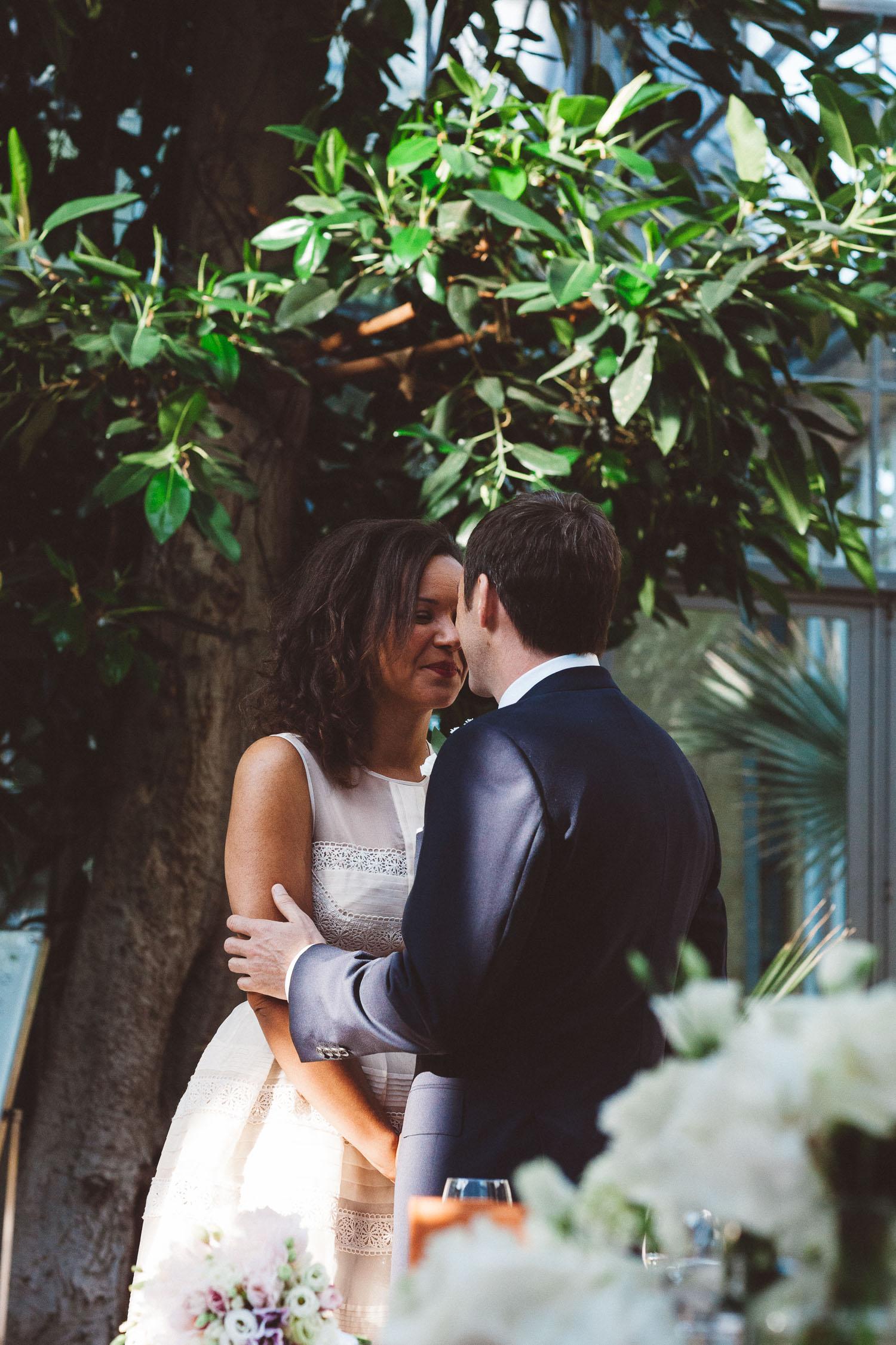 Wedding-photography-trouwfotografie-huwelijksfotograaf-Hortus-Botanicus-Amsterdam-On-a-hazy-morning-16.jpg