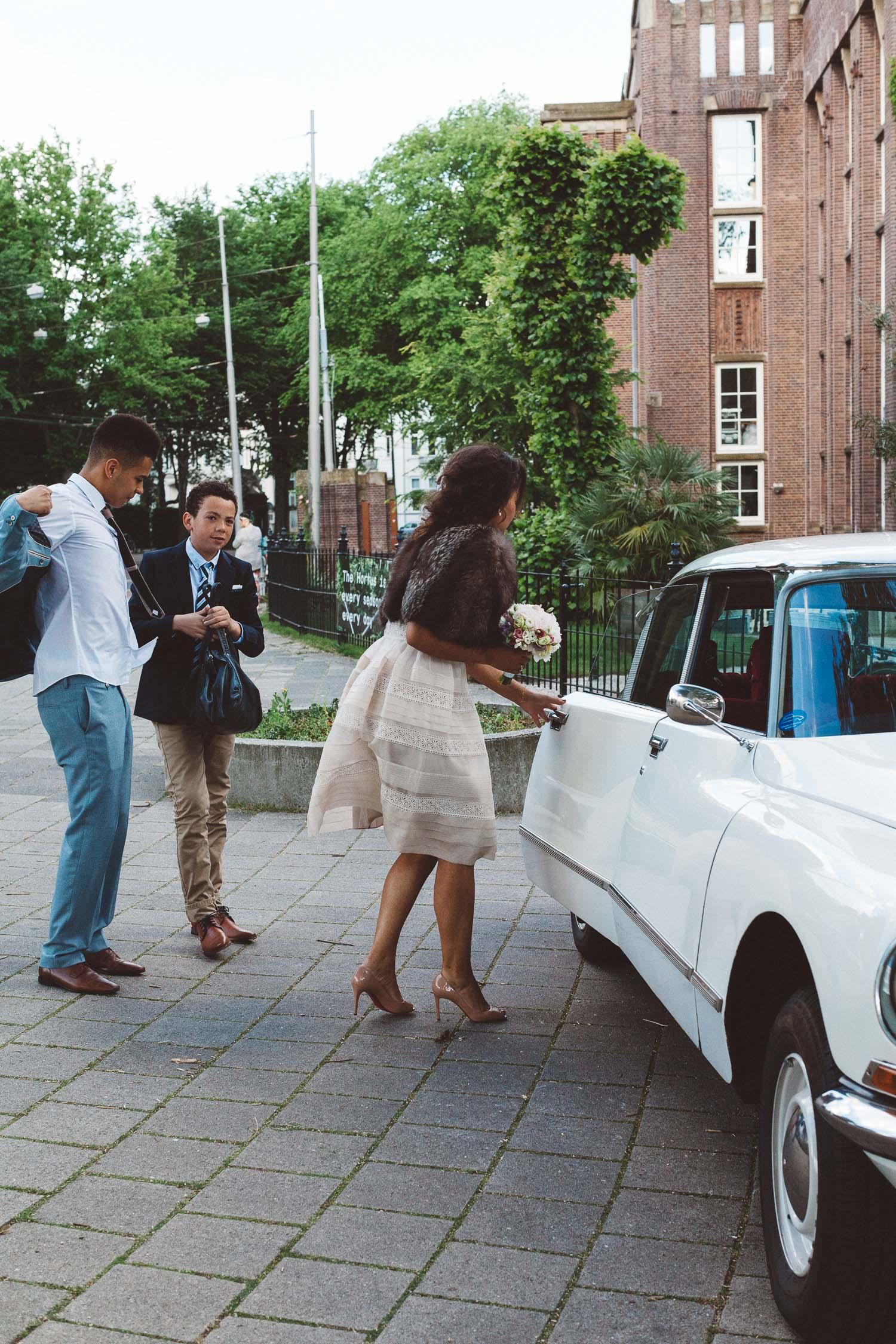 Wedding-photography-trouwfotografie-huwelijksfotograaf-Hortus-Botanicus-Amsterdam-On-a-hazy-morning-8.jpg