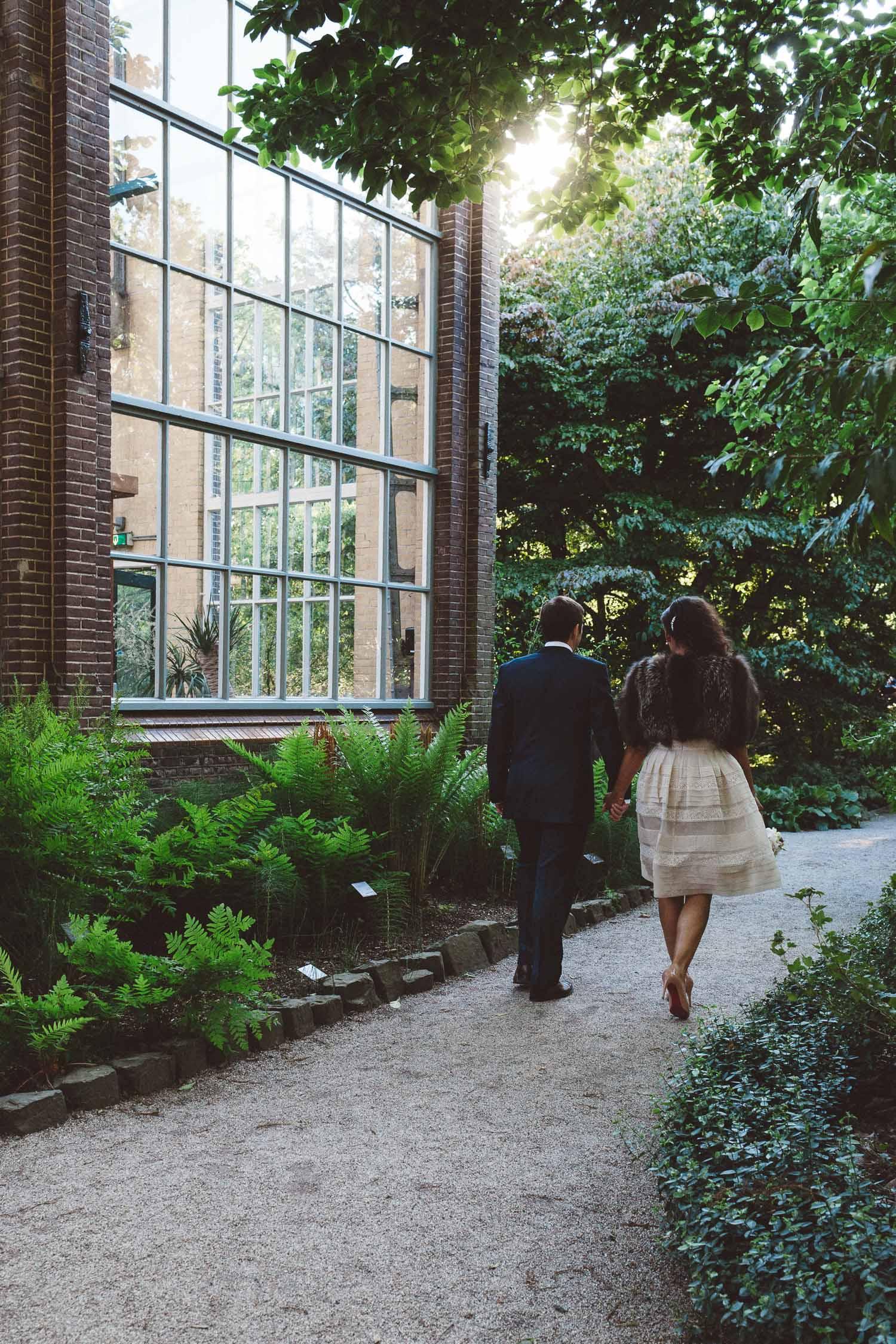 Wedding-photography-trouwfotografie-huwelijksfotograaf-Hortus-Botanicus-Amsterdam-On-a-hazy-morning-28.jpg