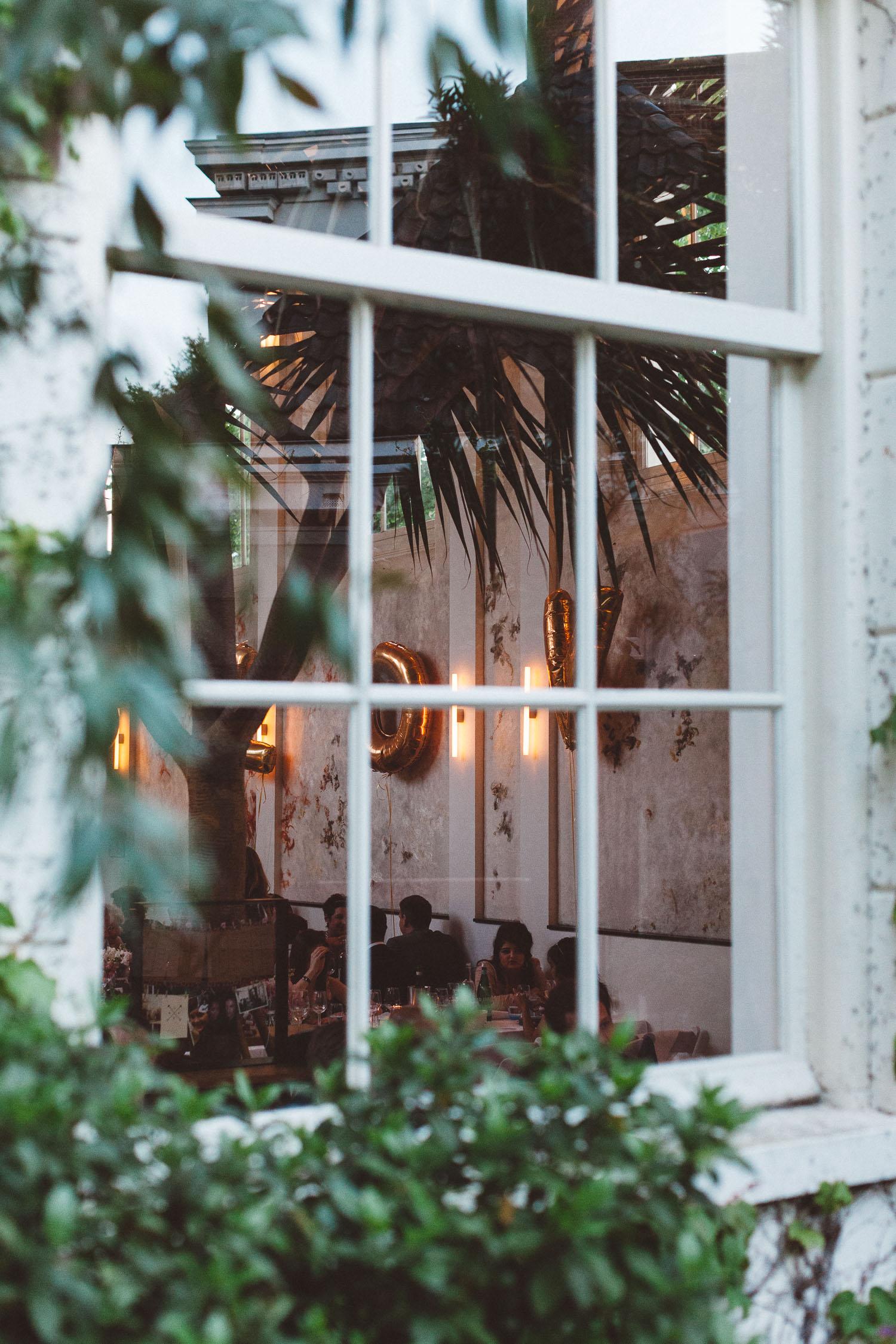 Wedding-photography-trouwfotografie-huwelijksfotograaf-Hortus-Botanicus-Amsterdam-On-a-hazy-morning-37.jpg