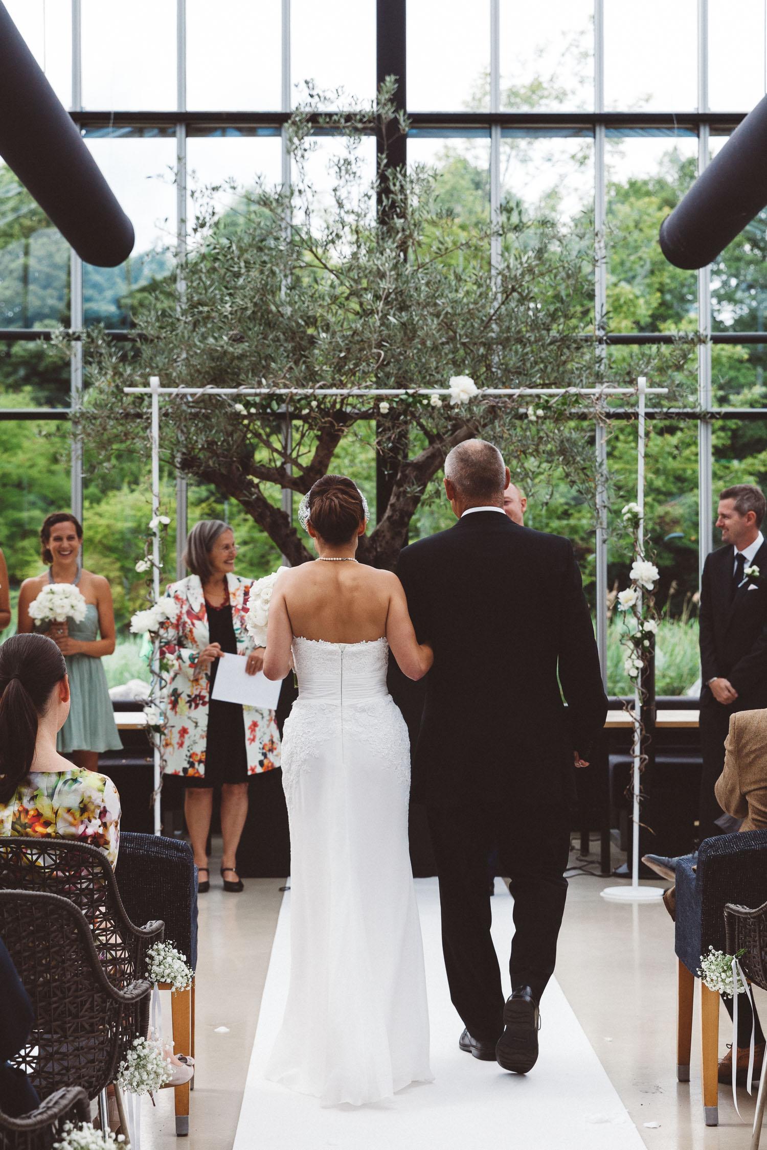 Wedding-huwelijk-trouwen-bruiloft-photography-fotografie-fotograaf-photographer-restaurant-de-Kas-On-a-hazy-morning-Amsterdam-The-Netherlands-7.jpg