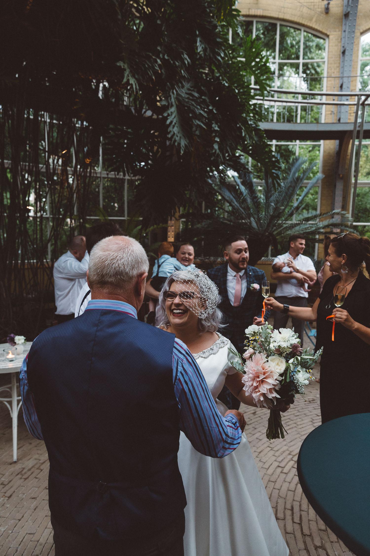 Wedding-Bethan-and-Mike-Hortus-Botanicus-photography-On-a-hazy-morning-Amsterdam100.jpg