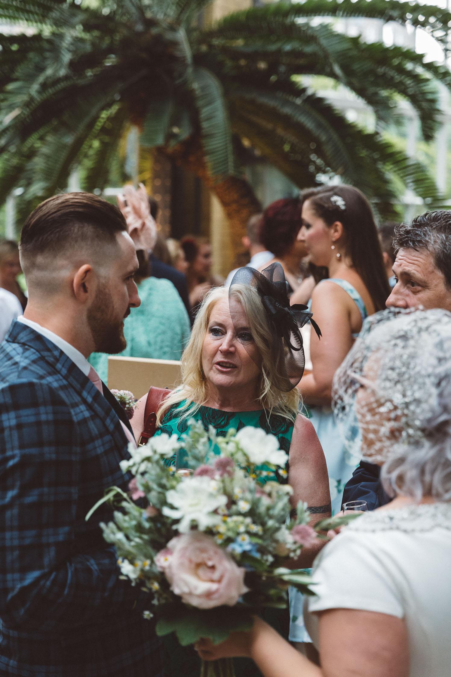 Wedding-Bethan-and-Mike-Hortus-Botanicus-photography-On-a-hazy-morning-Amsterdam107.jpg