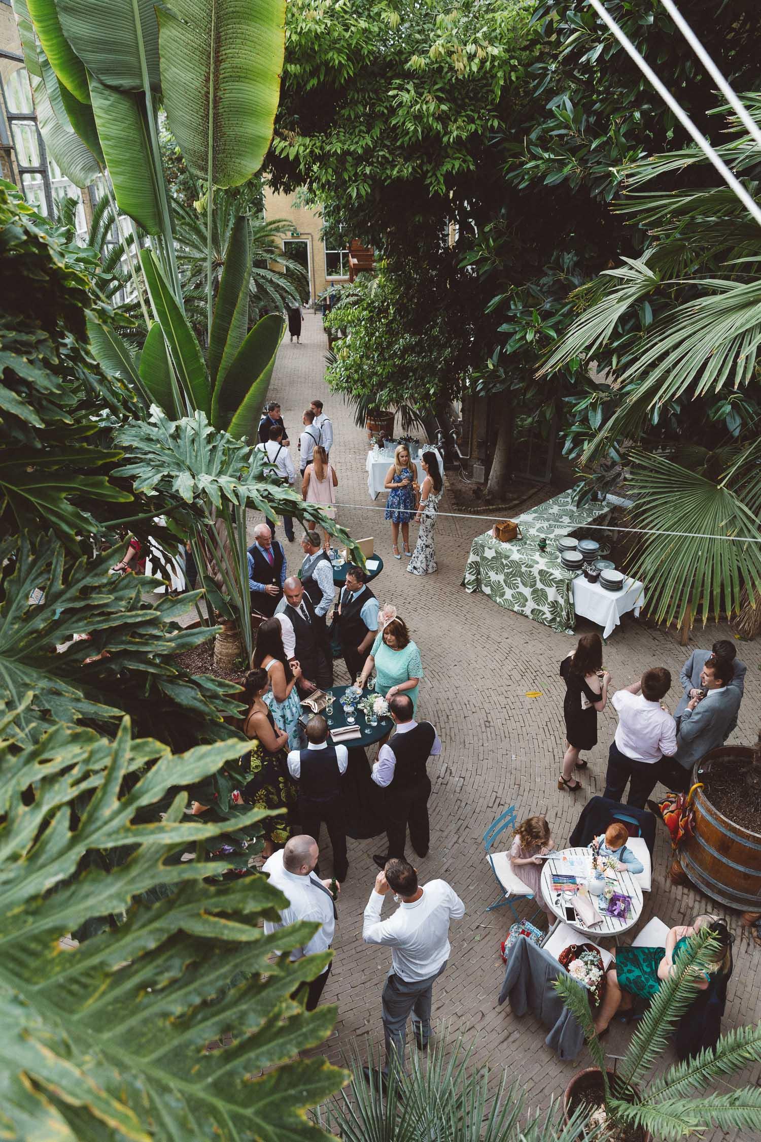 Wedding-Bethan-and-Mike-Hortus-Botanicus-photography-On-a-hazy-morning-Amsterdam132.jpg