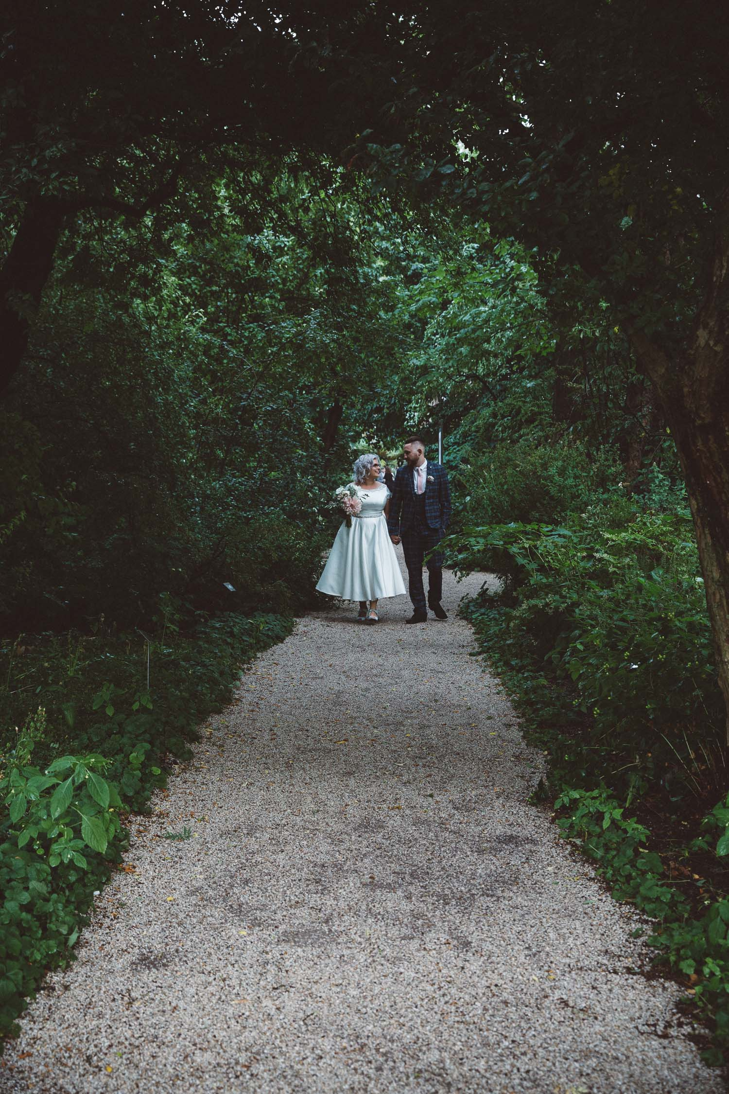 Wedding-Bethan-and-Mike-Hortus-Botanicus-photography-On-a-hazy-morning-Amsterdam149.jpg