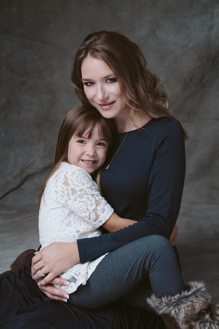 anna_kraft_photography_georgetown_square_studio_family_portrait-1.jpg