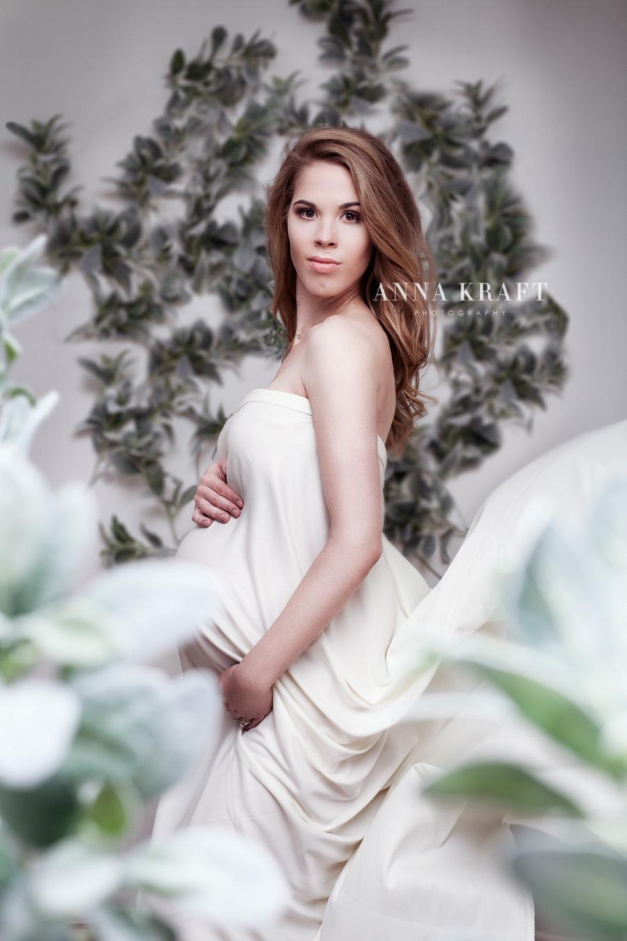 anna_kraft_photography_georgetown_square_studio_maternity_photo-1.jpg