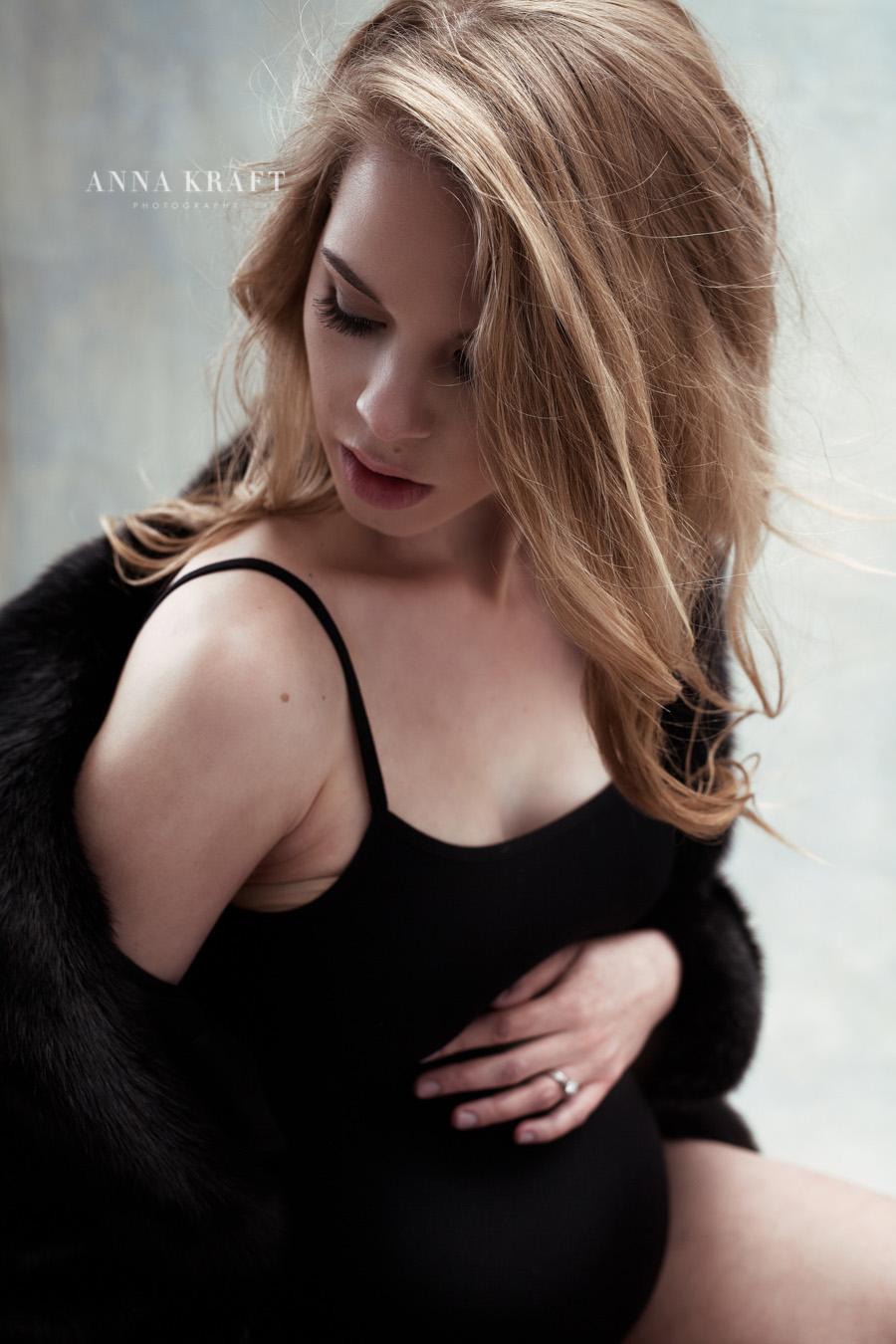 anna_kraft_photography_georgetown_square_studio_maternity_photo-27.jpg