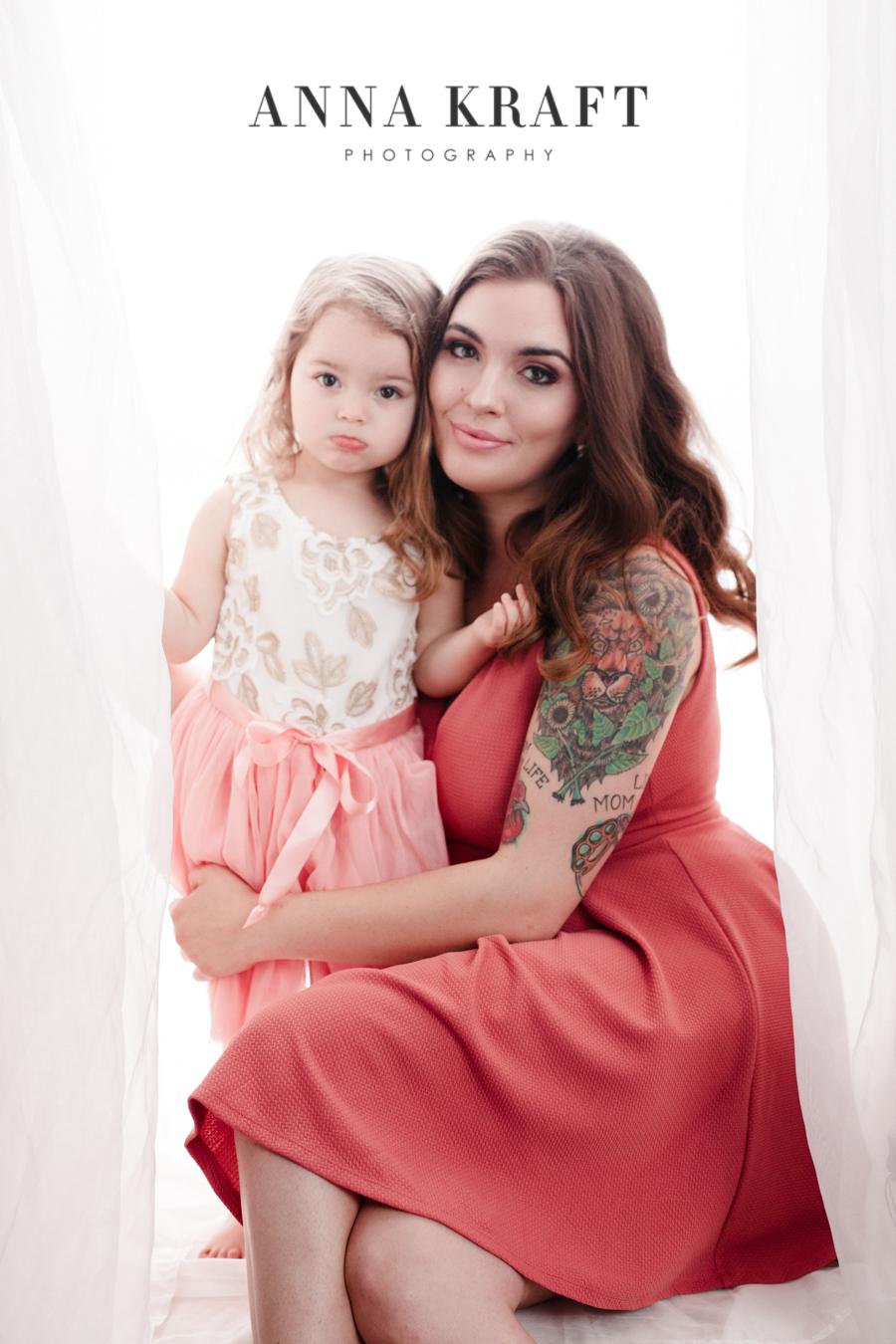 anna_kraft_photography_georgetown_square_studio_family_motherhood_daughter_portrait-17.jpg