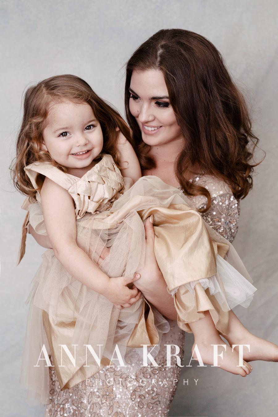 anna_kraft_photography_georgetown_square_studio_family_motherhood_daughter_portrait-38.jpg