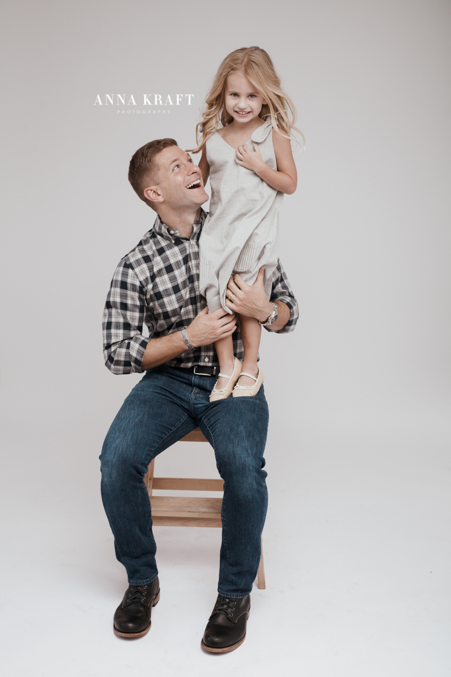 anna_kraft_photography_georgetown_square_studio_family_portrait_Christmas_walters_pictures-12.jpg