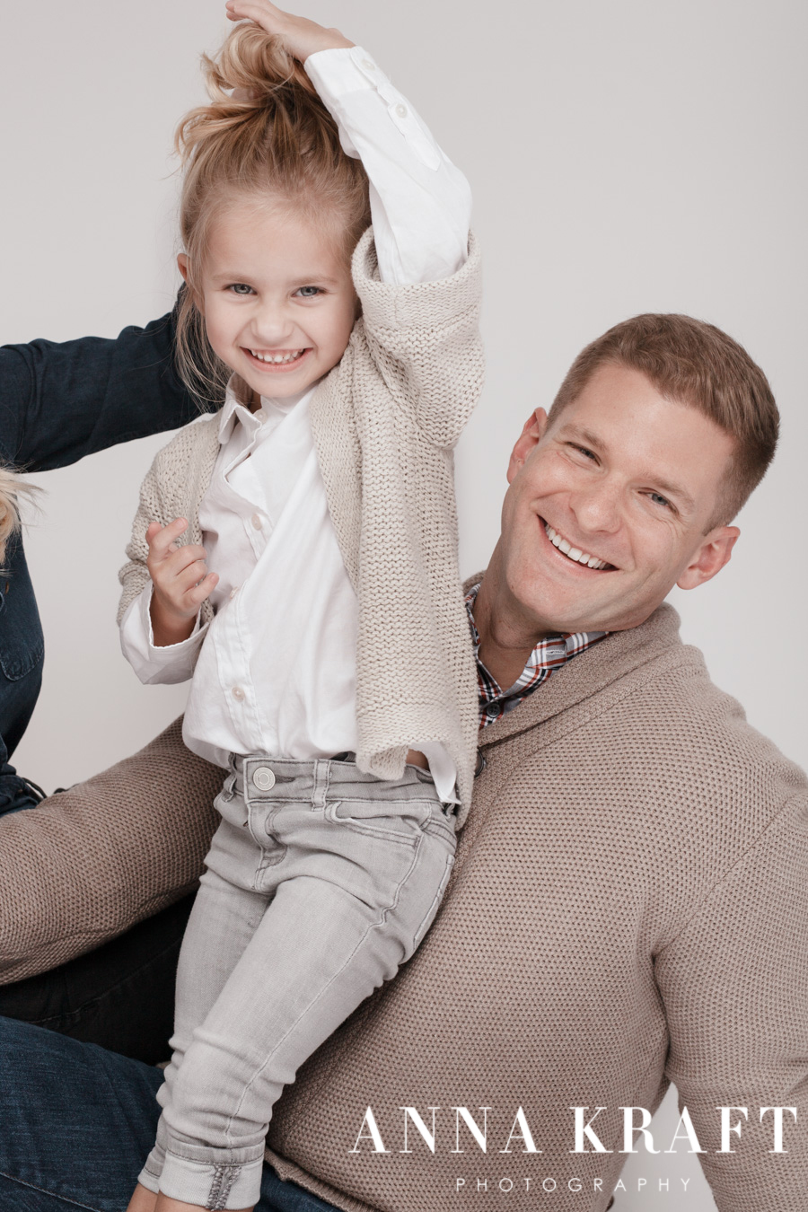 anna_kraft_photography_georgetown_square_studio_family_portrait_Christmas_walters_pictures-29.jpg