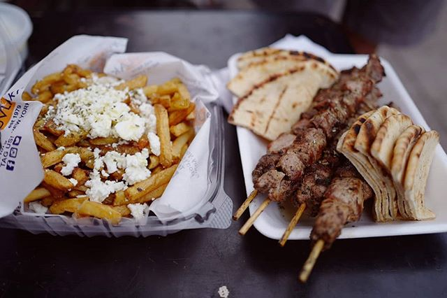 From truck 🚚 to table 🍽️ at its VERY finest 💥! Experience with us the best 🐷 or 🐔 #souvlaki in town on our #AthensNextDoor #Greek 🇬🇷 #FoodTour in #Astoria 👉at the legendary @kingsouvlaki. Bonus the sublime #GreekFries 🤤 #feta #oregano #oliveoil #pitabread / 📸: @mademoisellehari