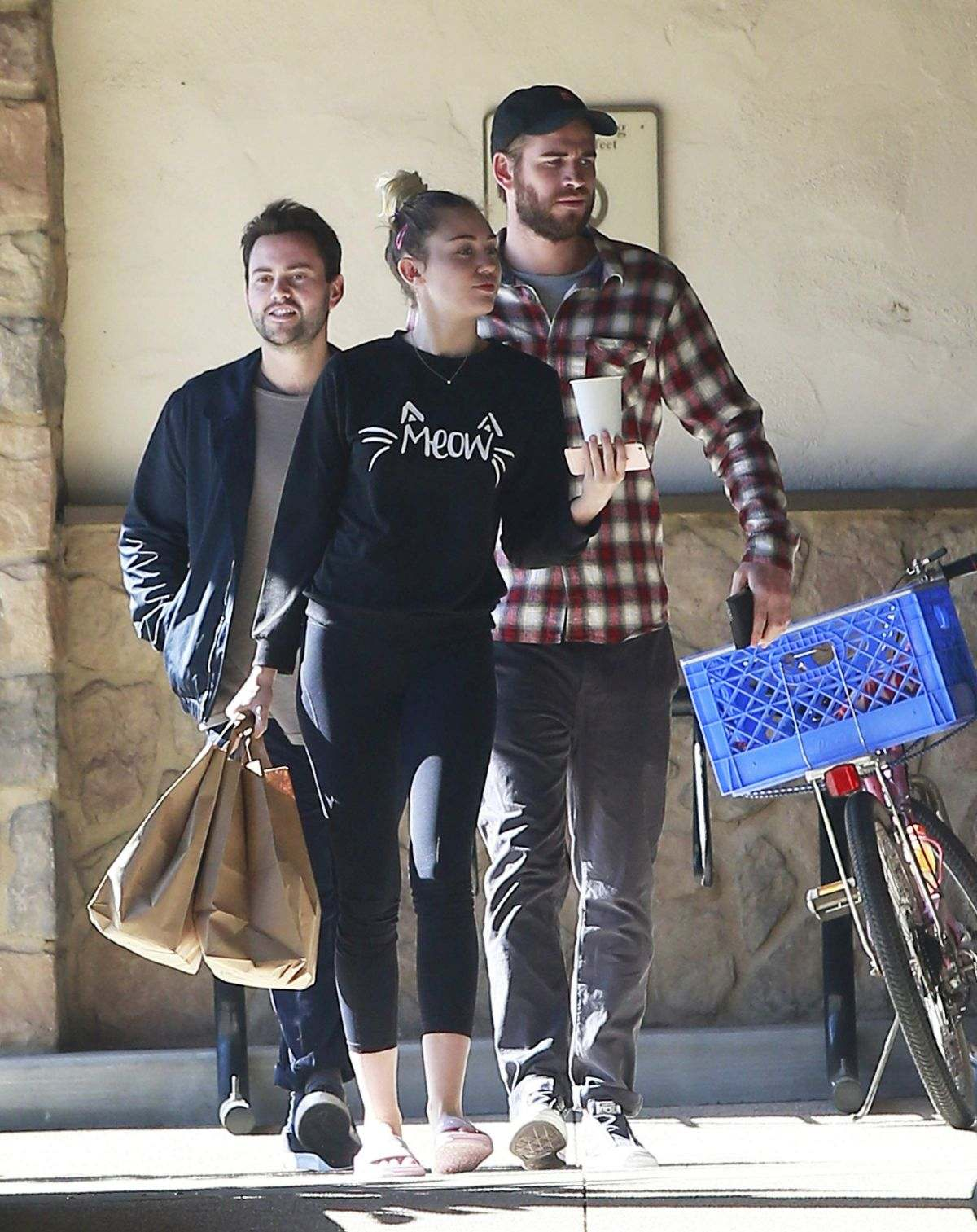 MIley Cyrus and Liam Hemsworth shopping in LA on 01.06.17