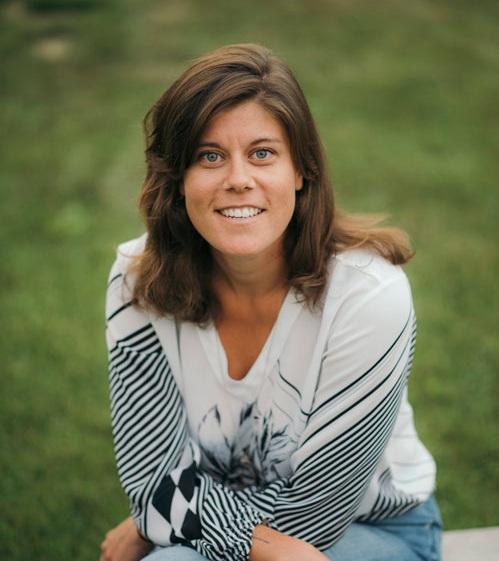 JESSIE CURELLFondatrice et directrice - Jessie est une éducatrice passionnée, expérimentée et dévouée depuis 15 ans. Elle enseigne la production médiatique et la littératie numérique à travers le Canada, les États-Unis, l'Afrique du nord, et l'Asie avec une multitude d'institutions, d'écoles, musées, organisations sans-but-lucratif et festivals de films. Jessie a rencontré des milliers d'enseignants et d'étudiants, ce qui a développé chez elle une compréhension précise de leurs intérêts et de leurs besoins. Ces aptitudes lui permettent de bien s'adapter à chaque groupe.Voici quelques exemples d'institutions et qui lui ont fait confiance :Office national du film du Canada (ONF)Radio-Canada (SRC)Patrimoine canadien, Ottawa, ONParcs Canada, Ottawa, ONInstitut pour la citoyenneté canadienne, Toronto, ONMusée canadien de la nature, Ottawa, ONMusée canadien de l'histoire, Ottawa, ONMusée McCord, Montréal, QCMusée des beaux-arts du Canada, Ottawa, ONNunavut Sivuniksavut, Ottawa, ONHaut-commissariat du Canada, Inde