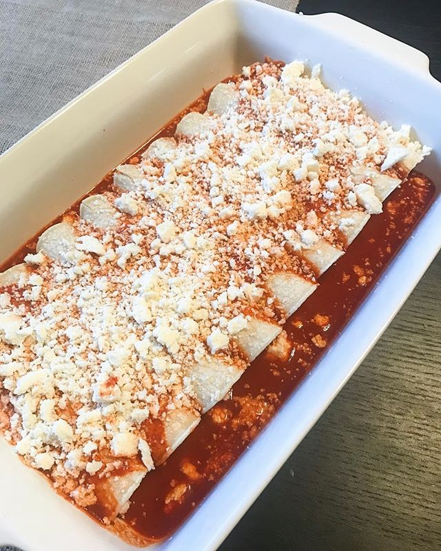 These chicken enchiladas are ready for the oven and I can hardly wait to dig in. 🍴  I used organic free range chicken, delivered directly to my door by @milkandeggscom 🙌🏻