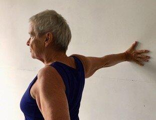 Wall shoulderstretch.jpeg