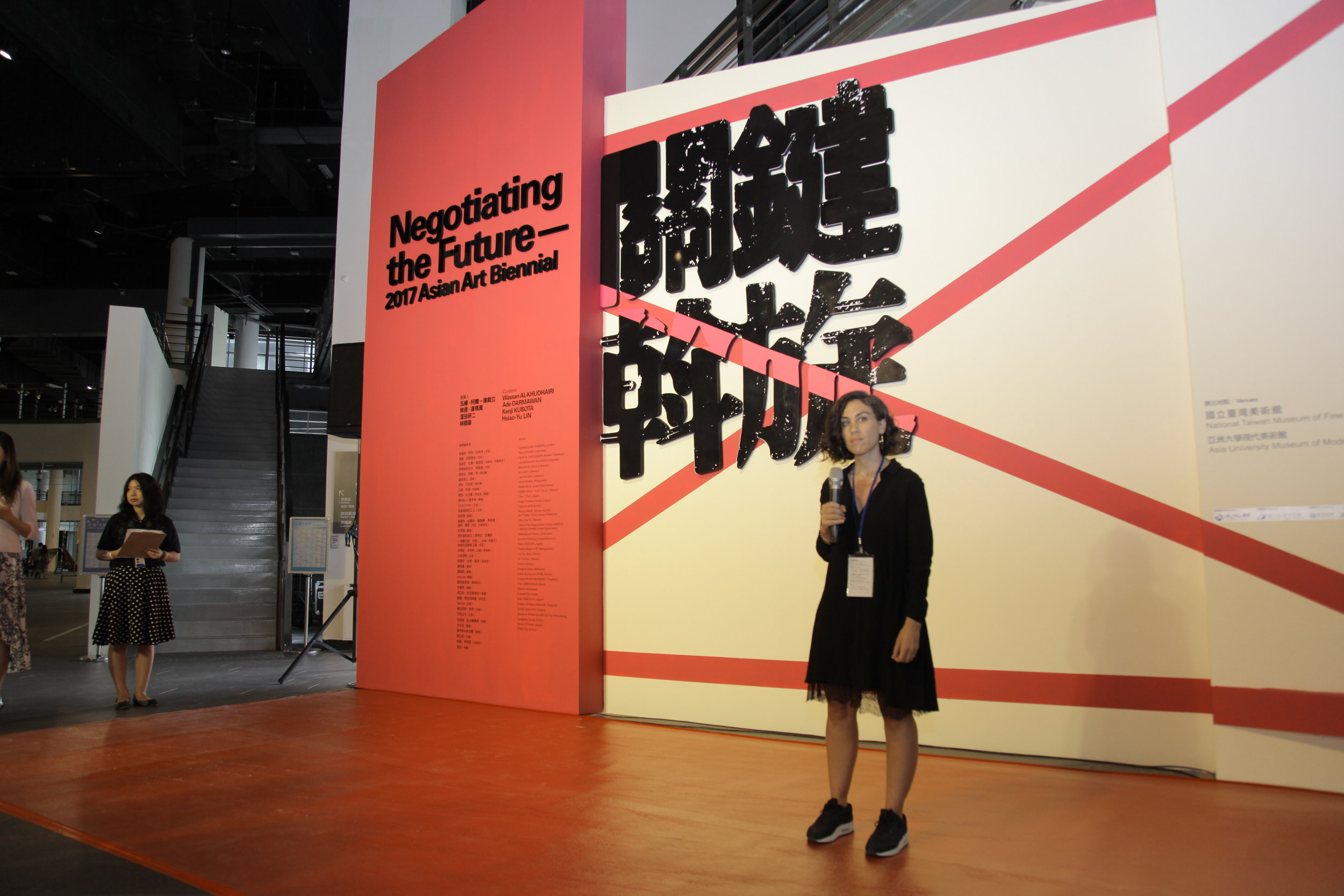 Wassan Al-Khudhairi speaking at the Asian Art Biennial, 2017. Photo by Orlando V Thompson II.