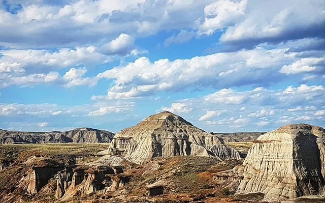 when a trip to your home town leads to a visit to the badlands. . . . . . . . . . .  #explorealberta, #natgeo, #wildernessculture, #alberta, #canada, #rockies, #hike, #thankyoucanada, #earth, #nature, #badlands, #dinosaurpark #liveauthentic, #livefolk, #mountains, #explorecanada, #vsco, #vscocam, #afterlight, #discoverearth, #landscape, #tuesday, #views, #beautiful, #summer, #ourplanetdaily, #wonderful_places, #nikon, #nofilter