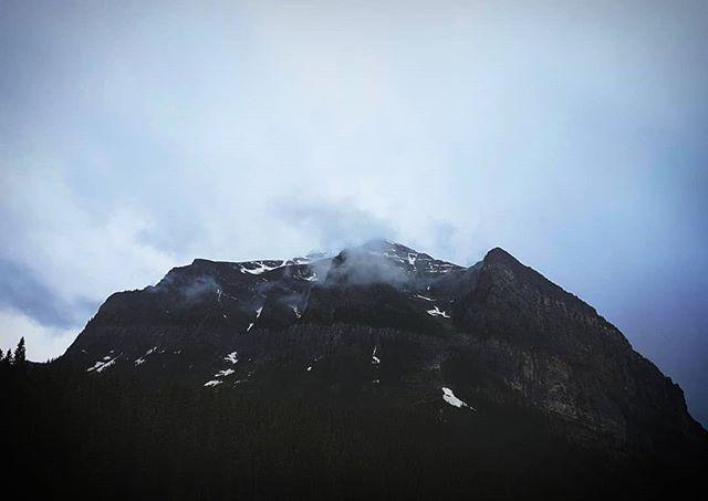 ☁️☁️☁️ . . . . . . . . . . . . #explorealberta, #natgeo, #wildernessculture, #alberta, #canada, #rockies, #weekend , #thankyoucanada, #camp, #earth, #nature, #rain, #liveauthentic, #livefolk, #mountains, #explorecanada, #vsco, #vscocam, #afterlight, #discoverearth, #clouds, #summer, #ourplanetdaily, #wonderful_places, #moss, #aesthetics, #livingwall, #nikon, #travel, #lakelouise