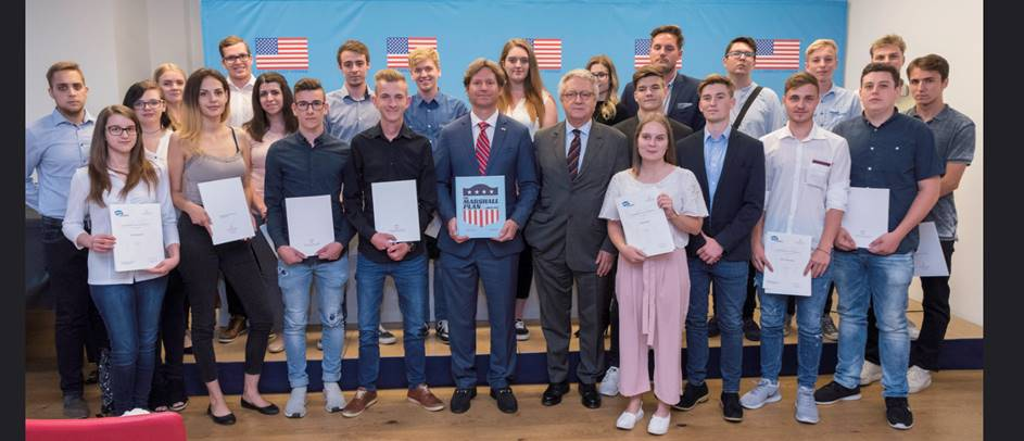 The first 22 exchange - apprentices of the Austrian Marshall Plan Foundation with the Ambassador of the United States to Austria, Trevor D. Traina and Wolfgang Petritsch, President, Austrian Marshall Plan Foundation (both at center).  Credit: U.S. Embassy/ A. Slabihoud