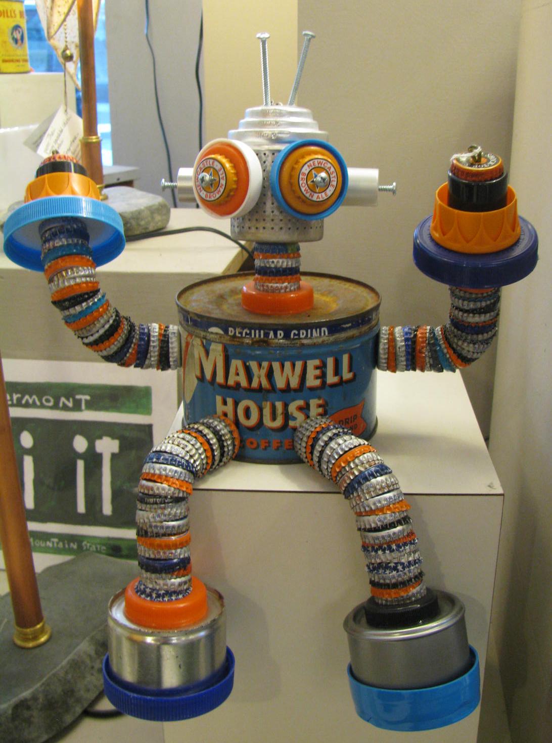 maxwell2.jpg 185.jpg