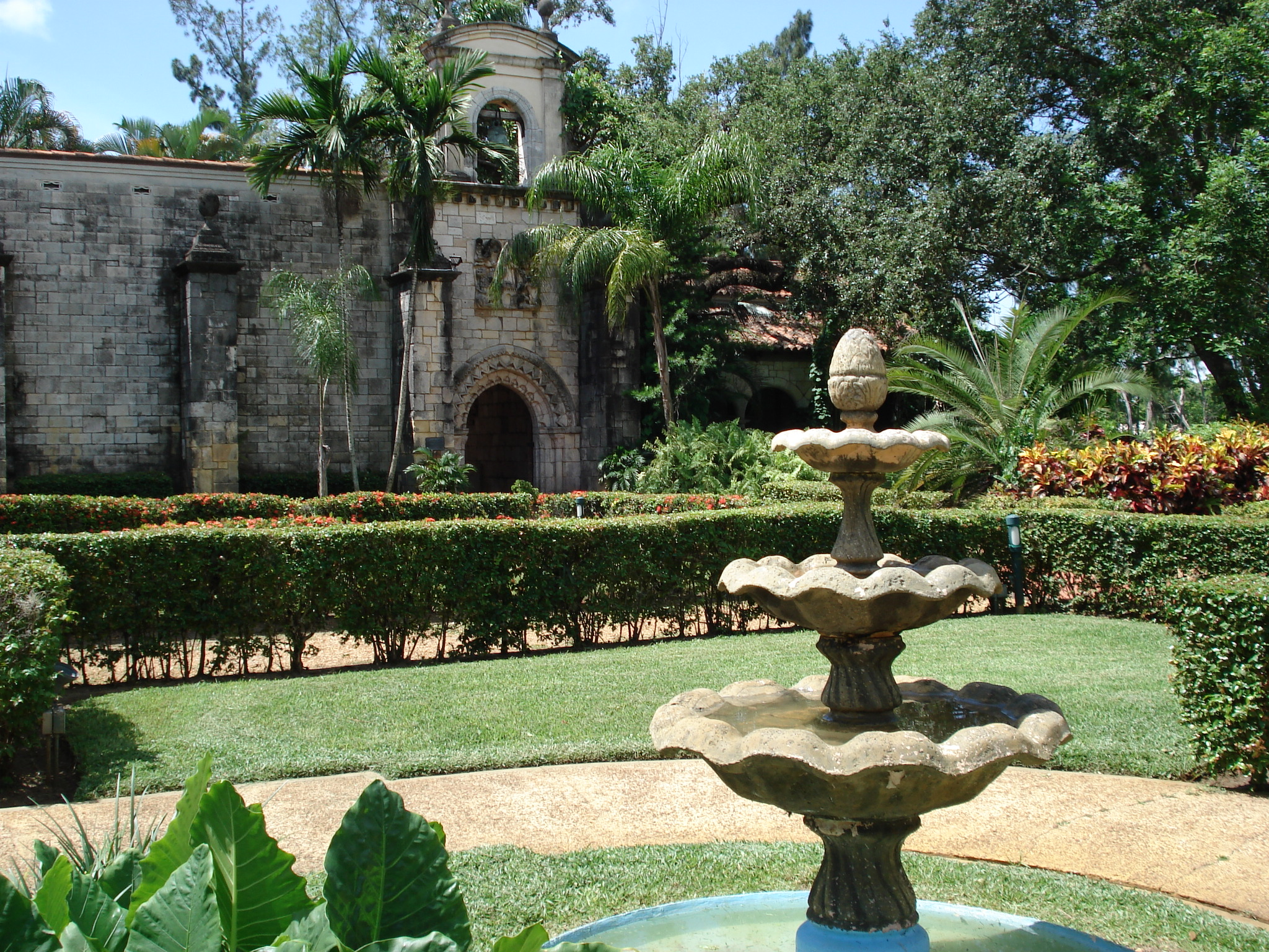 Ancient_Spanish_Monastery_of_St_Bernard_De_Clairvaux_Cloisters.jpg