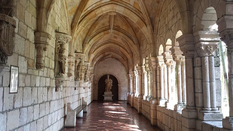 Cloisters_-_Ancient_Spanish_Monastery_-_St._Bernard_de_Clairvaux_Church,_Florida_-_20150110_130722.jpg