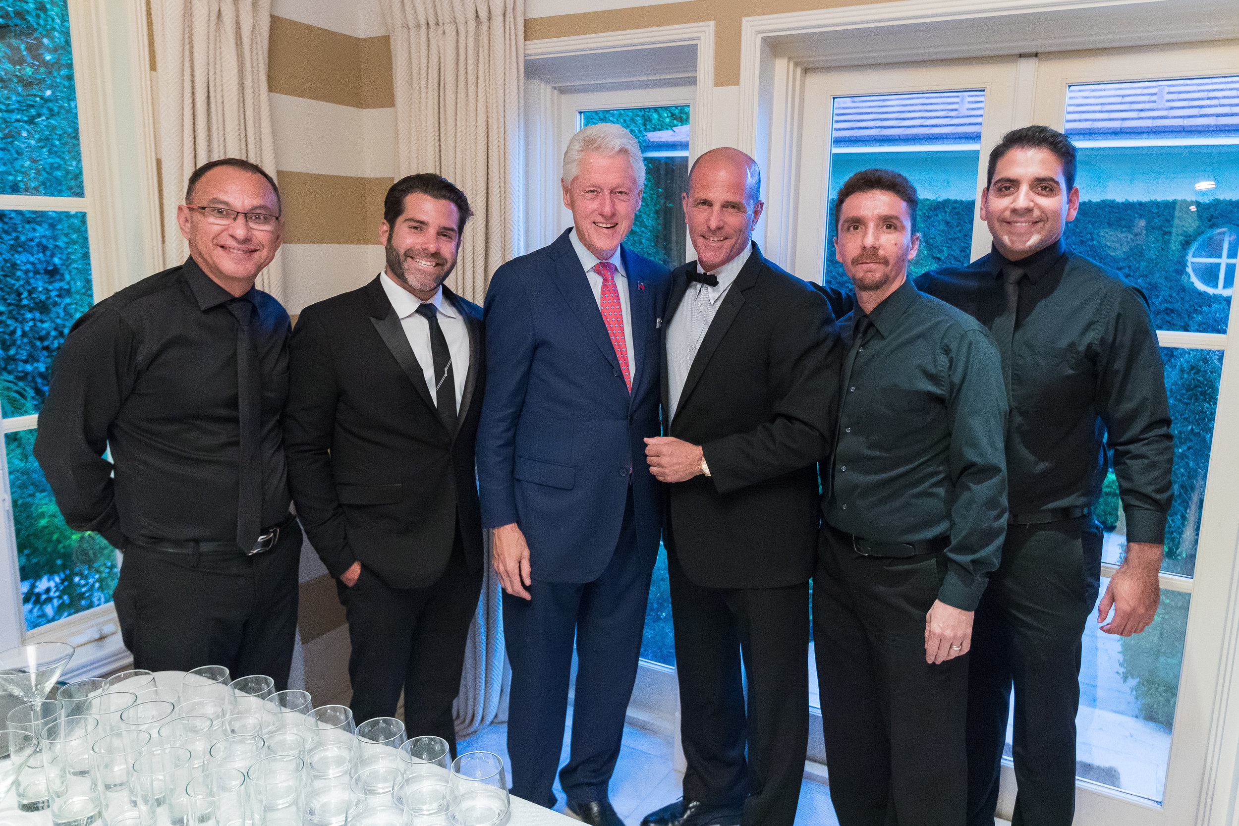 Thierry Isambert's team with Bill Clinton