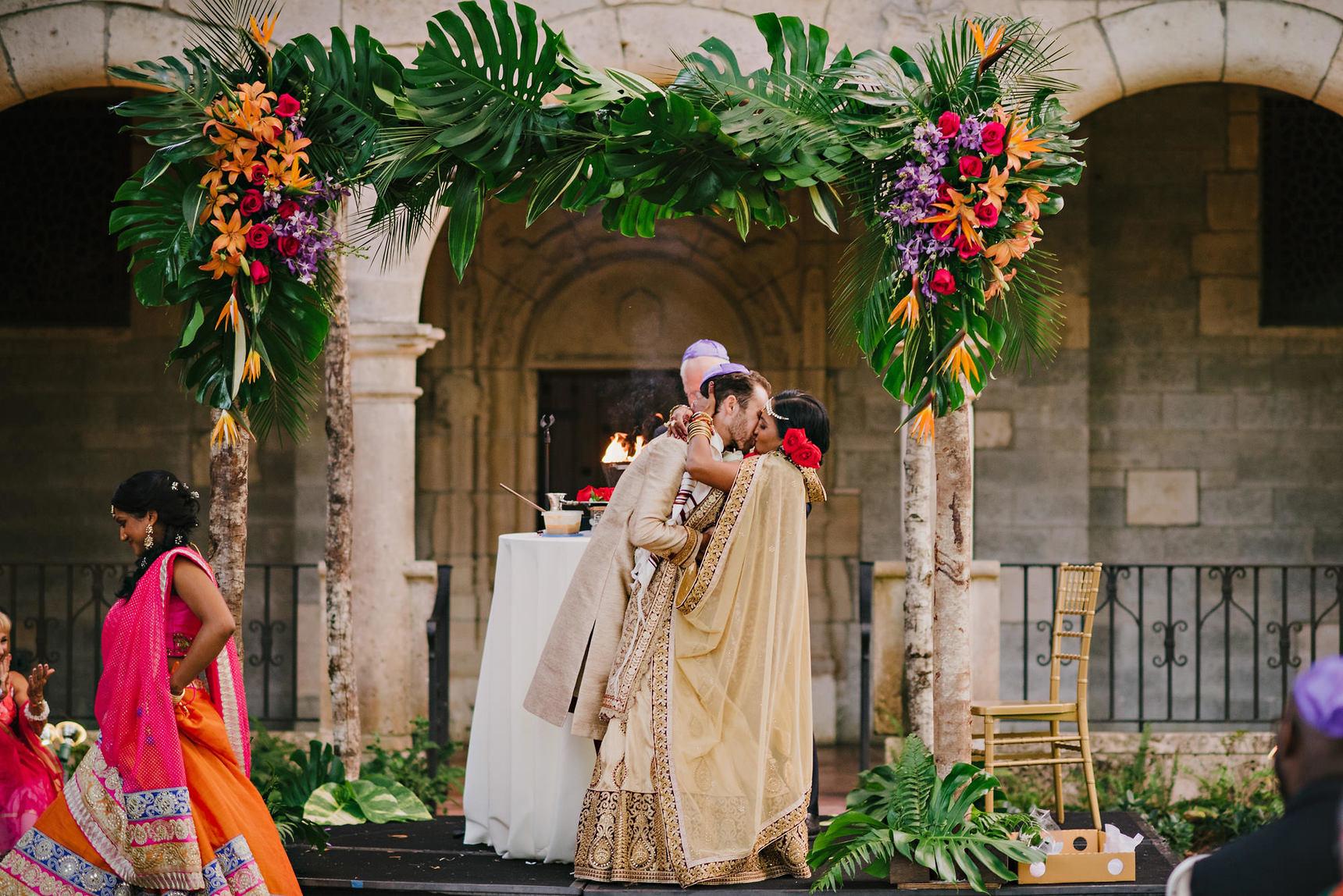 miami-luxury-catering-Wedding-Photography-73(pp_w1720_h1148).jpg