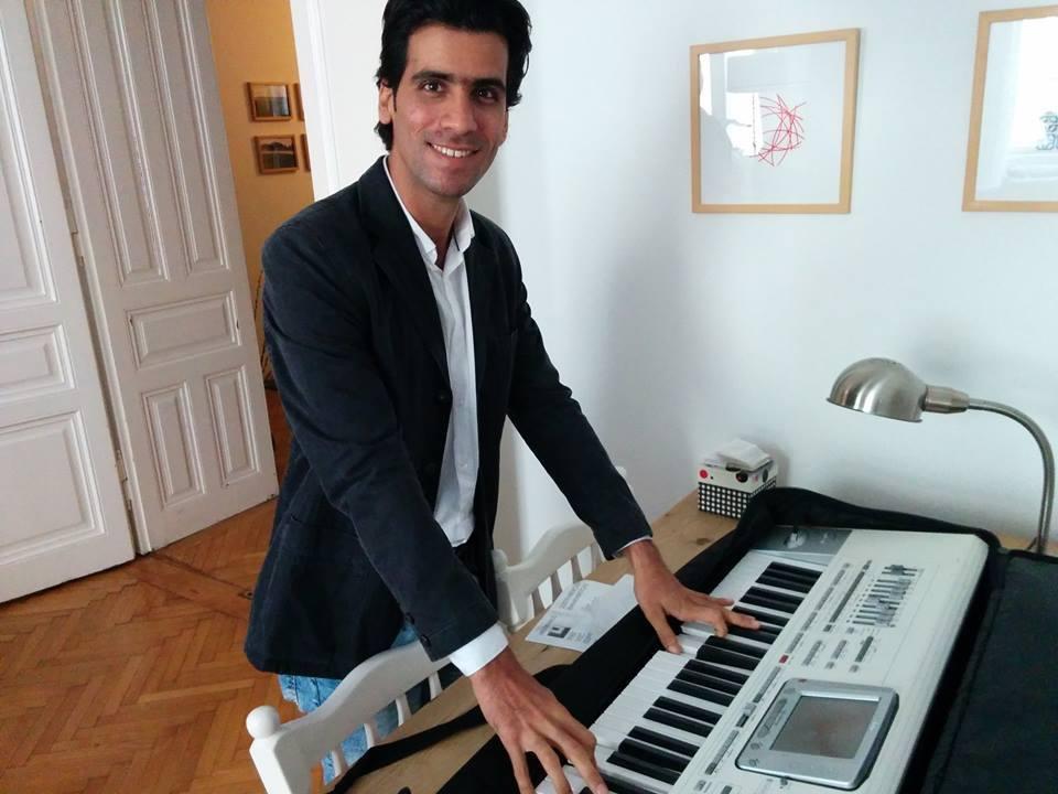 Alireza and his new keyboard