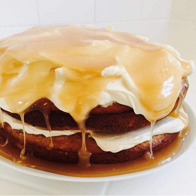 Thank you to everyone that's purchased a ticket for the upcoming LA Cake Club! Here's a cake by member @hellorachelgarcia, a delicious banana and honey layer cake with salted run caramel. 😍 Get your ticket at bit.ly/lacakeclub9 or the link in our profile.