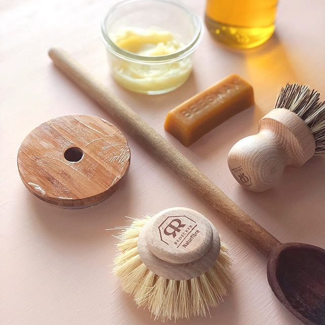 New blog post up on making your own spoon butter wood conditioner. I use it on our cutting boards, wooden spoons, dish brush handles, and my bamboo mason jar lid. It conditions the wood and helps repel water so your items last longer. It's just 1 part beeswax to 3 parts oil melted together, but if you want more detailed instructions head to matchboxkitchen.com. #zerowaste