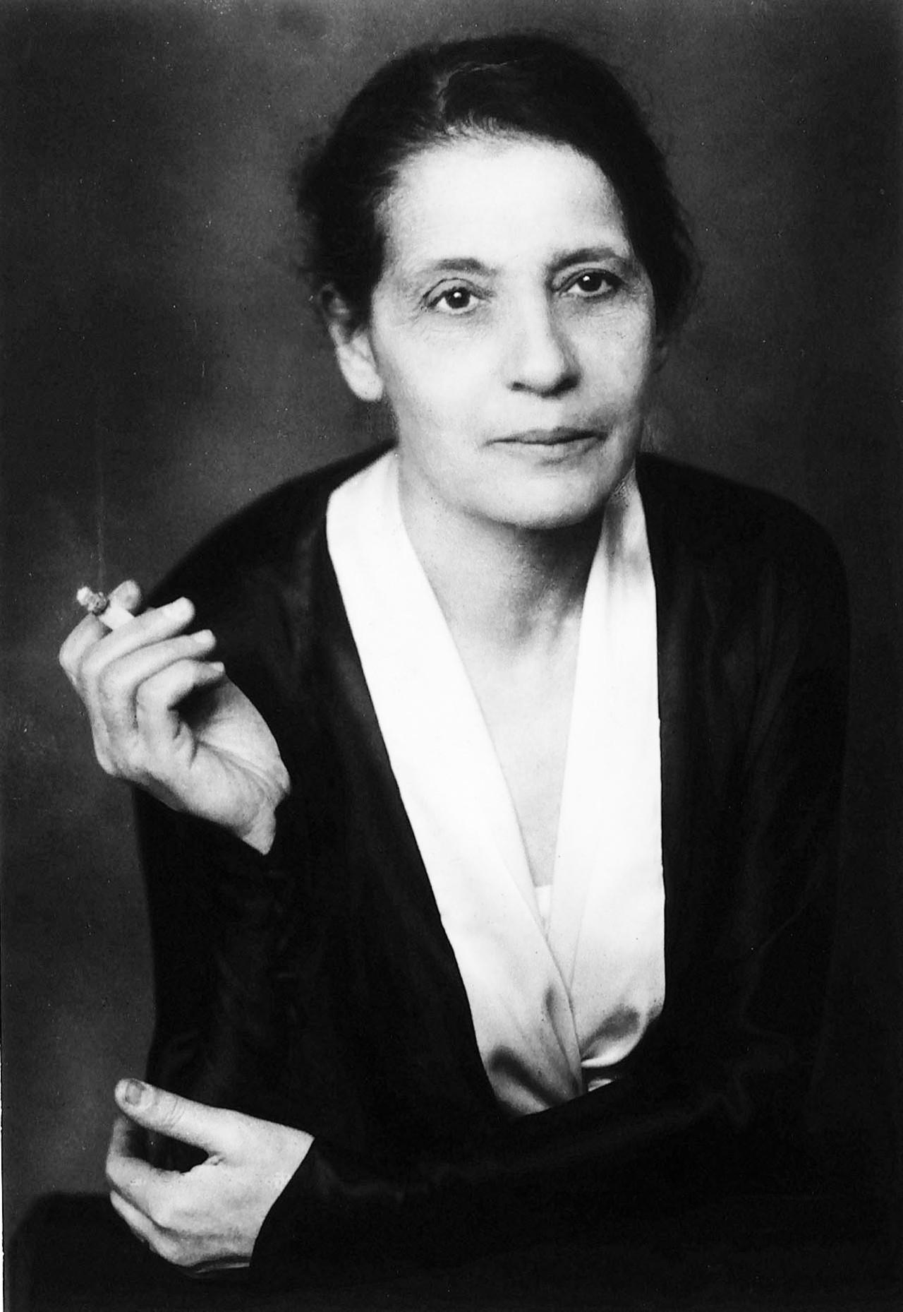 Emmy Noether (1882-1935)