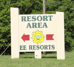 "The resort sign on ""ee"" and highway 7"