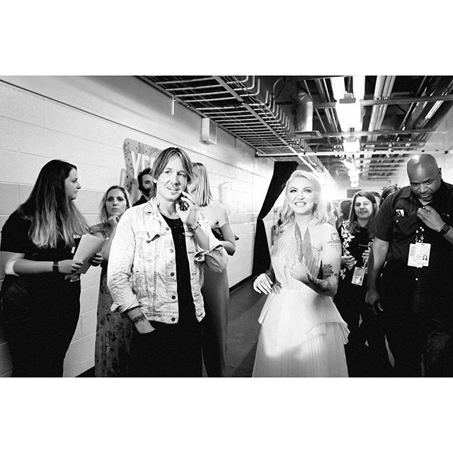 @keithurban and @juliamichaels backstage during the 2019 @cmt awards.