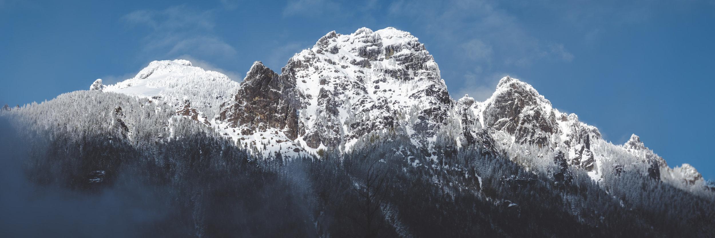 Snowy_Mountain_Cliffs_and_Blue_Sky_Panorama.jpg