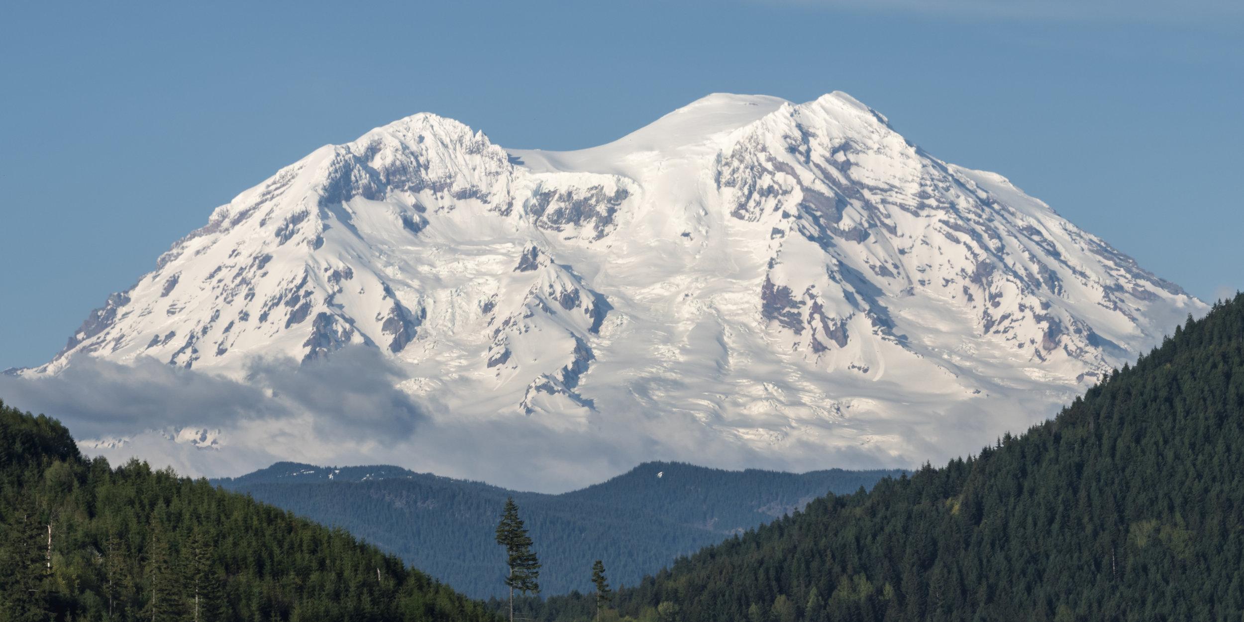 Mt_Rainier_Nature_Background.jpg